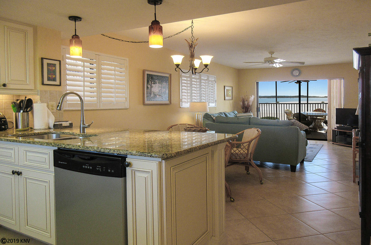 Beautiful, Comfortable and Spacious Carlos Pointe 421