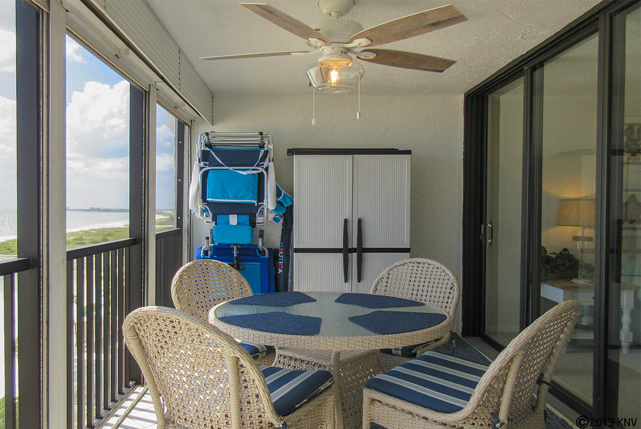 Screened in Lanai has a ceiling fan and comfortable table for four.