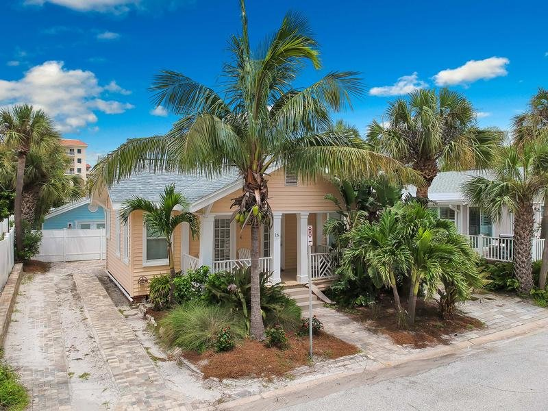 Seaside Beach Cottage 4 Bedroom Vacation Cottage Rental Clearwater Beach Fl With Pool 144406 Find Rentals