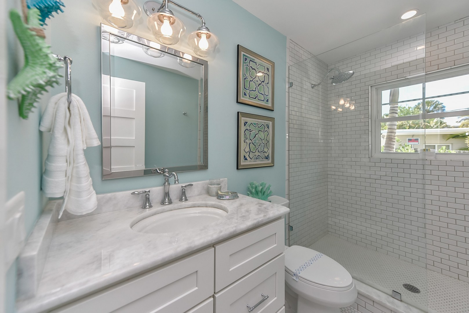 Both Bunk Bed Rooms share this Bath