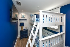 Full over Full Bunk Beds - Sleep 2 to 4 People