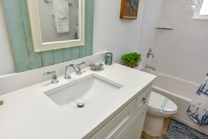 Full size bathroom with Shower tub combo