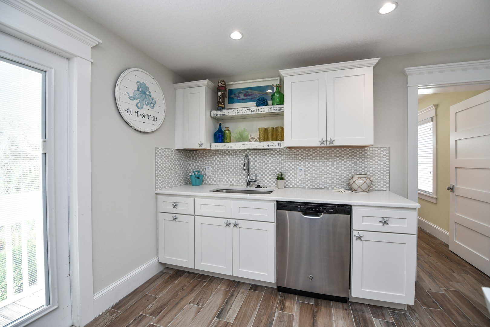 Kitchen - Fully Stocked for your convenience
