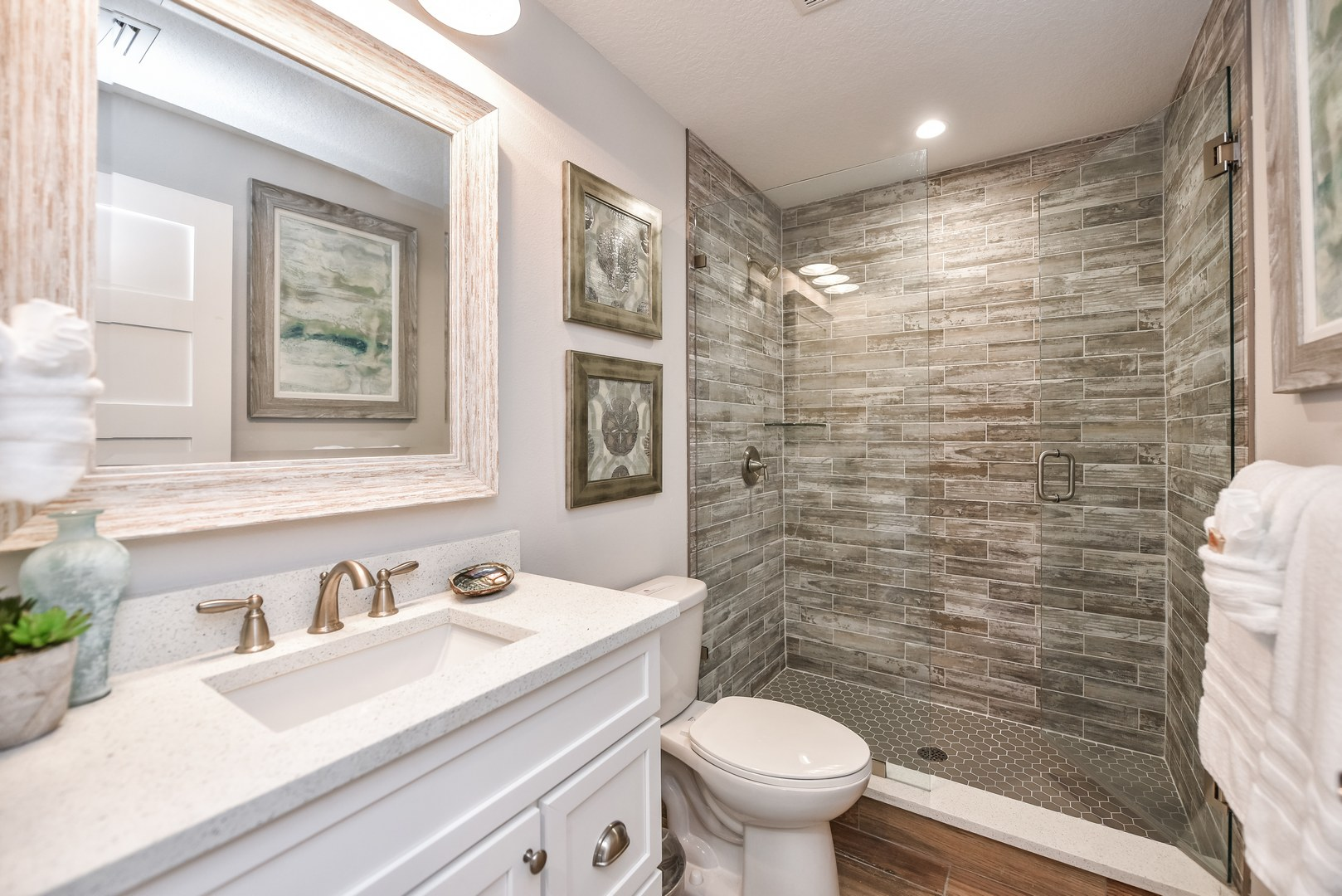 Just 1 of the 6.5 Beautiful Bathrooms