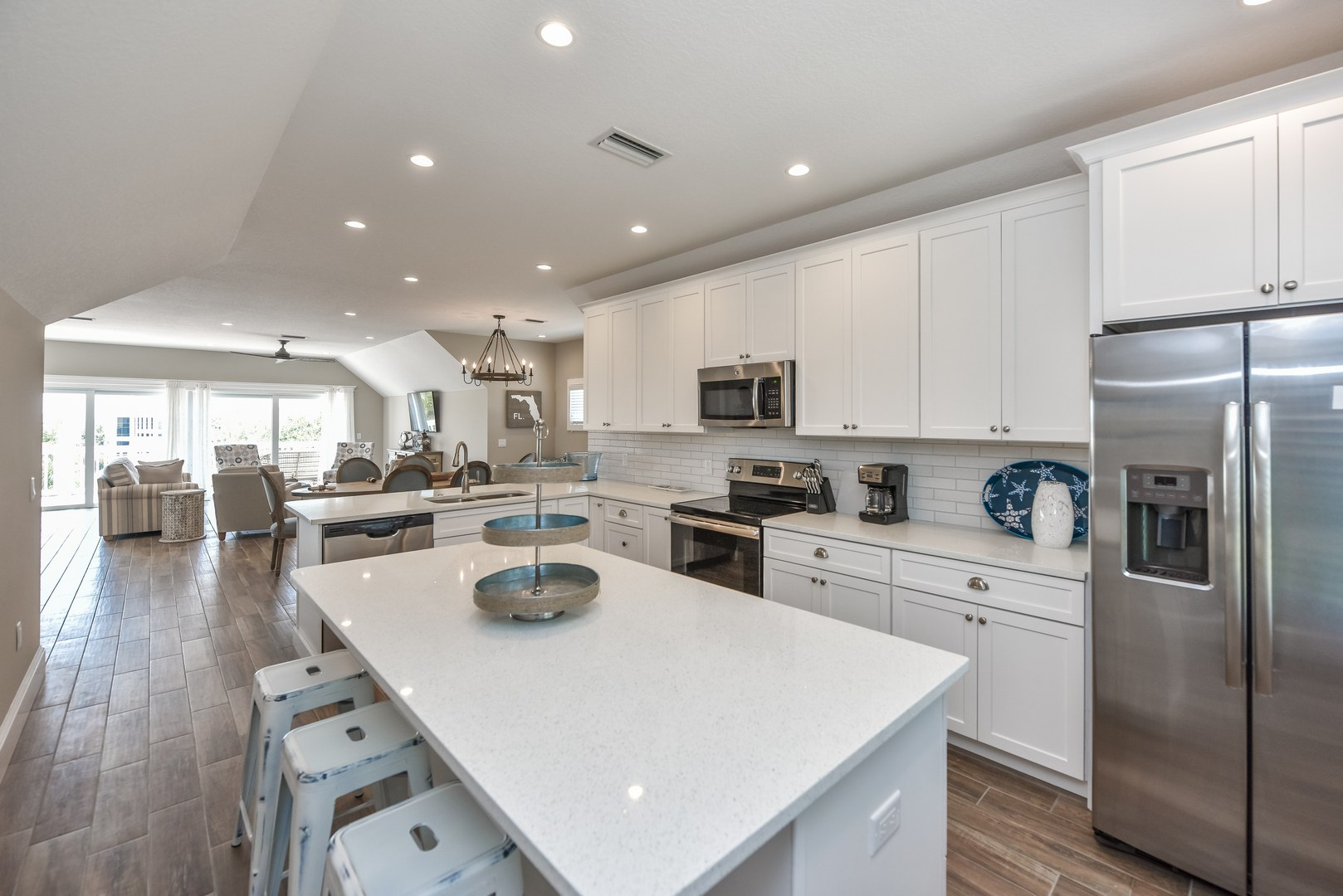 Huge Kitchen with convenient Island and Bar Tops