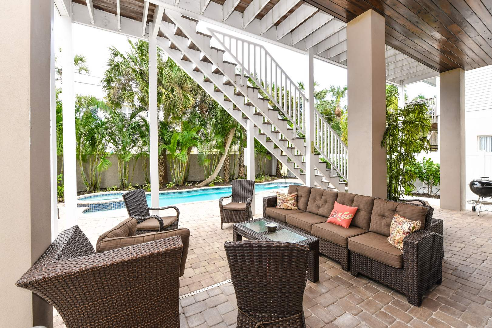 Outdoor Patio Furniture - Relax in Style by the Pool