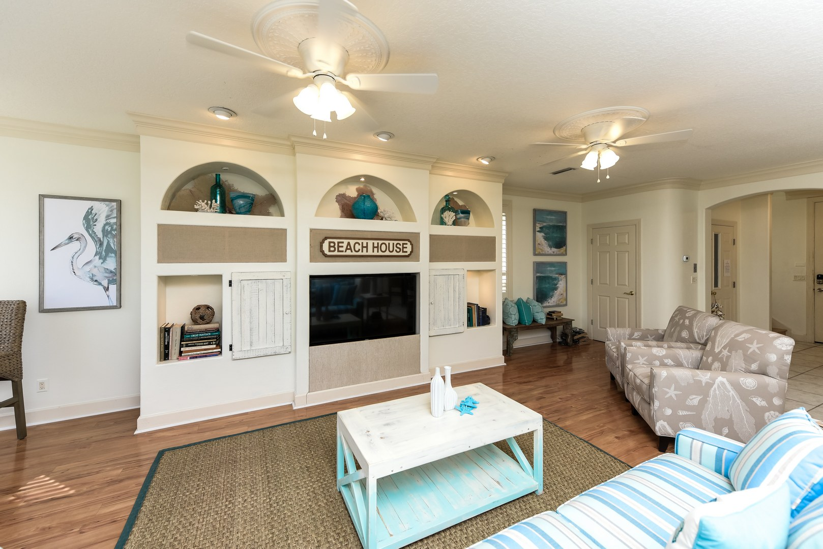 Large living area great for family gatherings