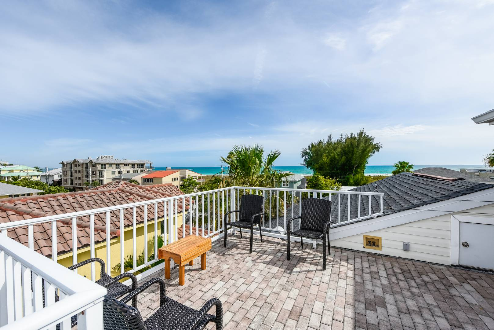 Very Large Roof Top Deck with Stunning Views