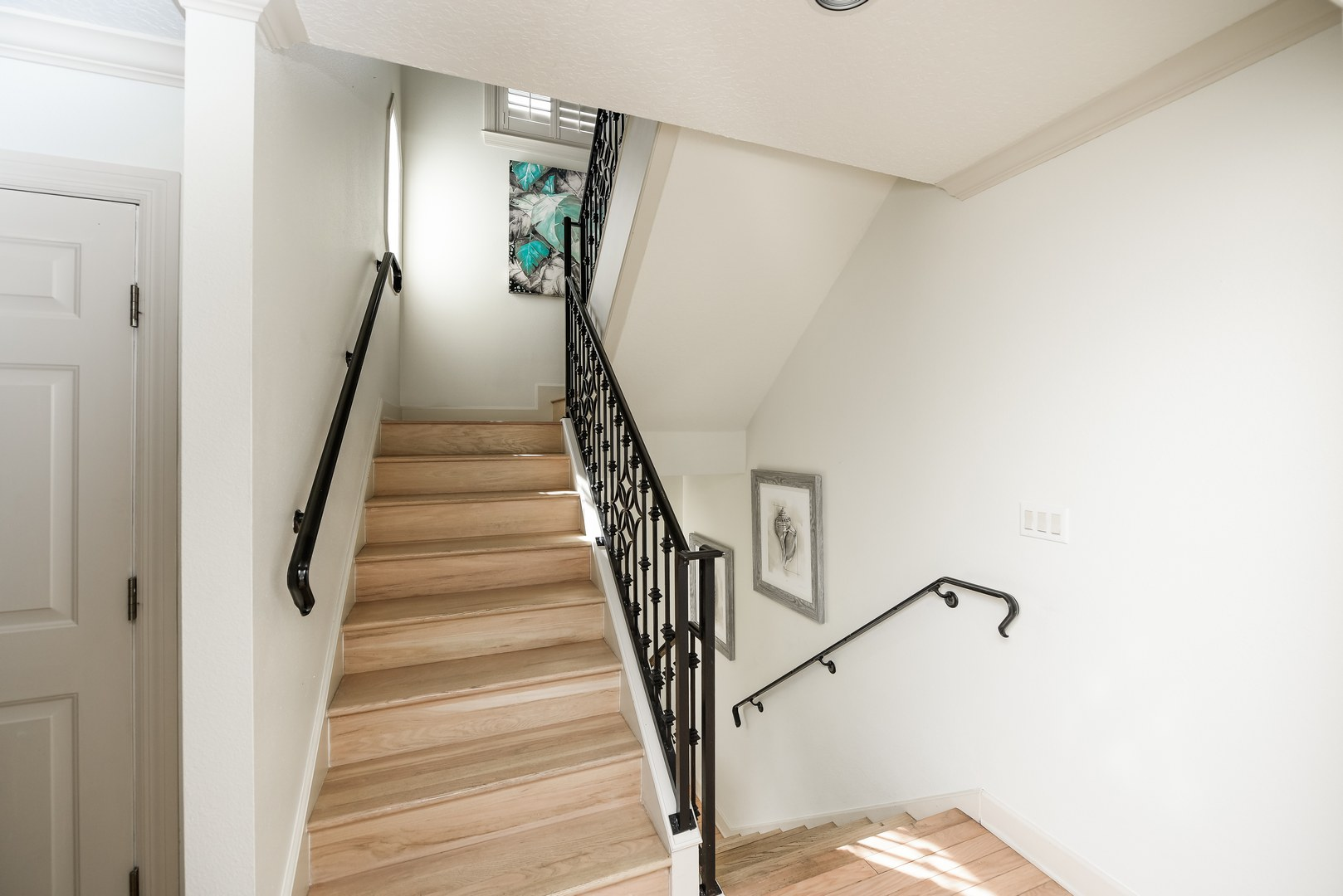 stairway leading to day bedroom