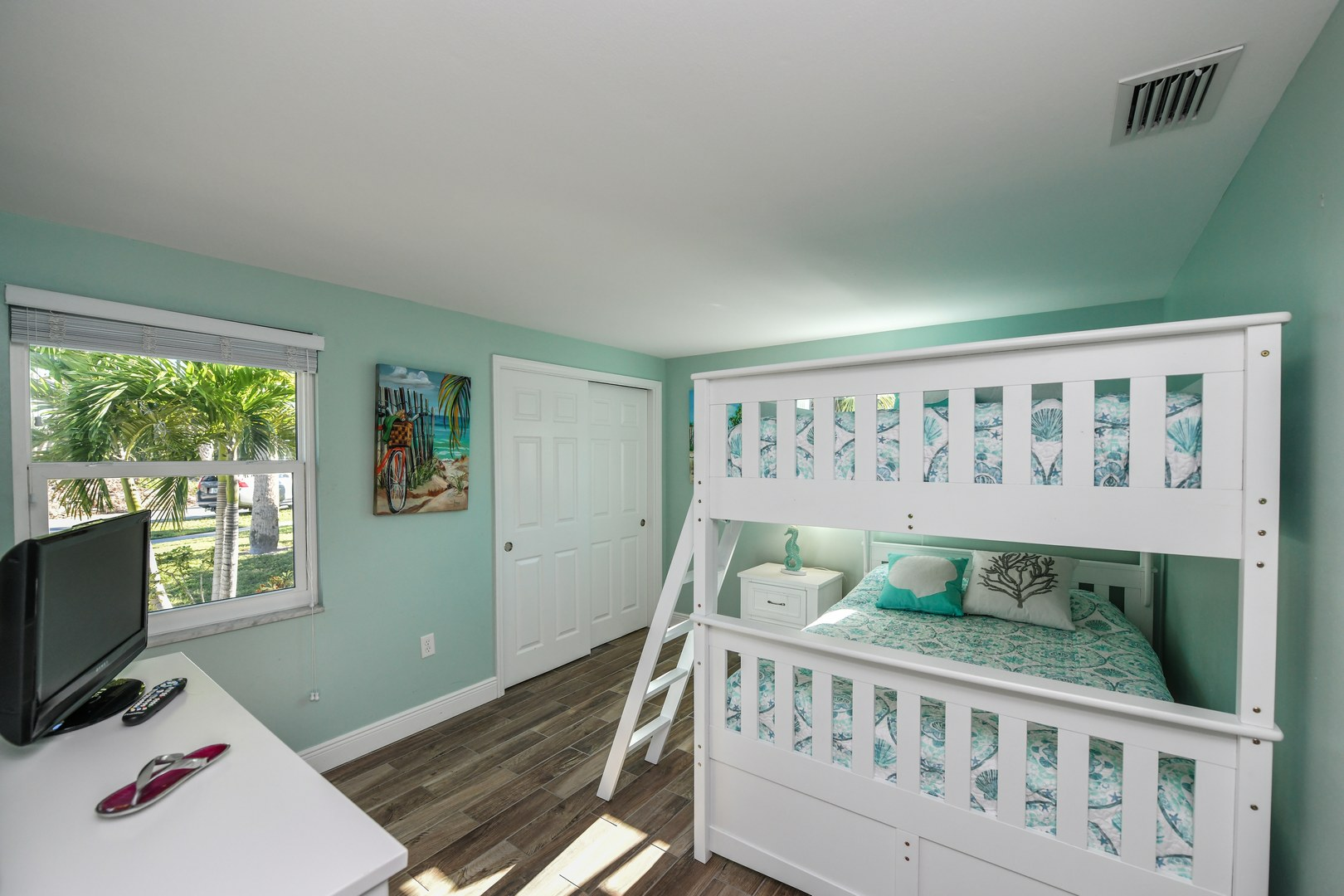 Bedroom w/Bunks