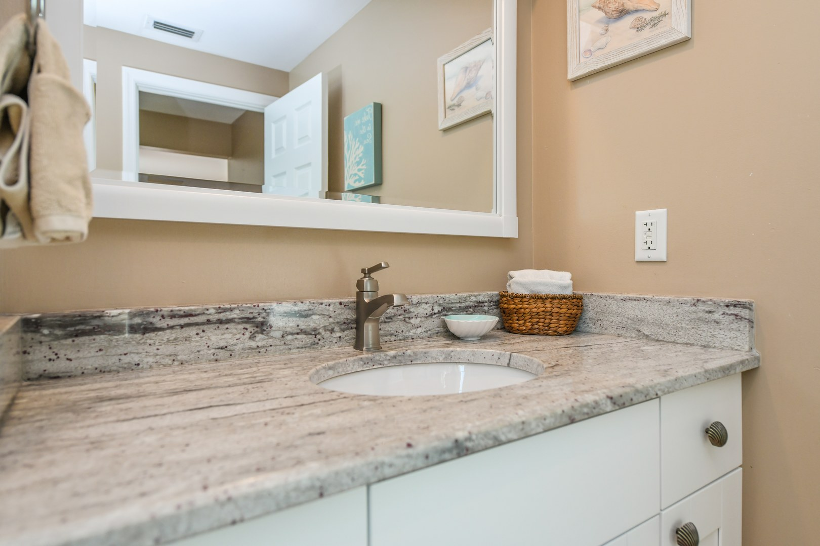 plenty of counter space in bathroom