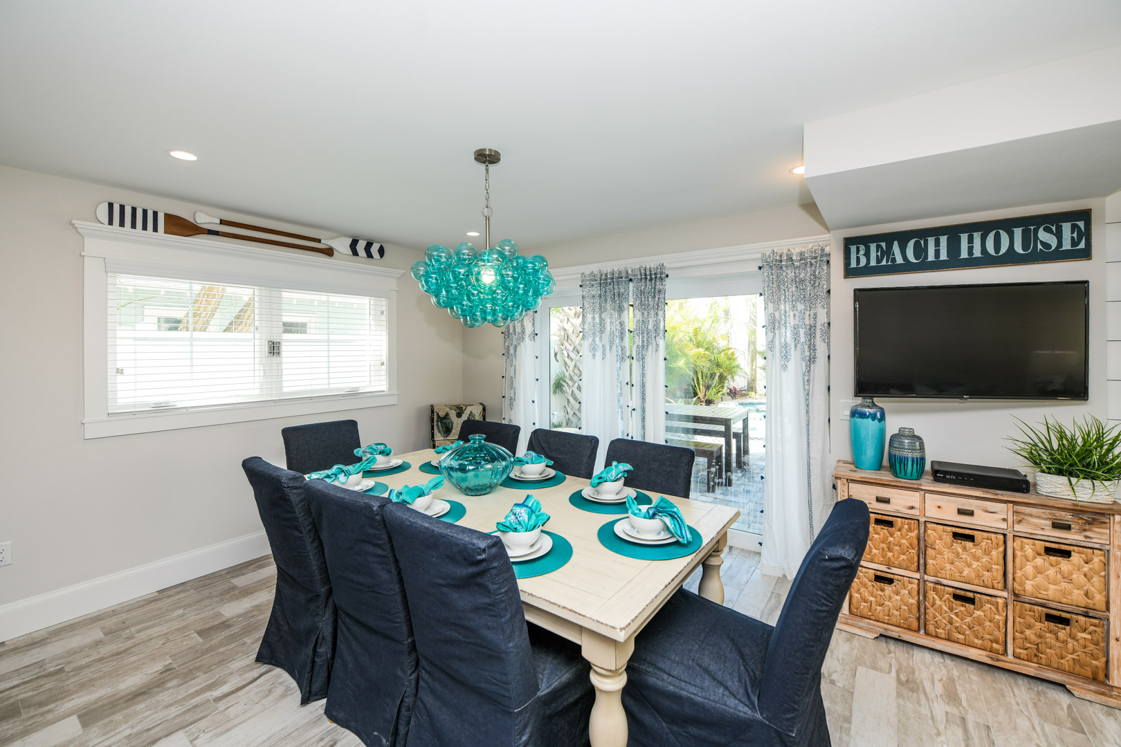 Beautiful dinning room table seating for 8