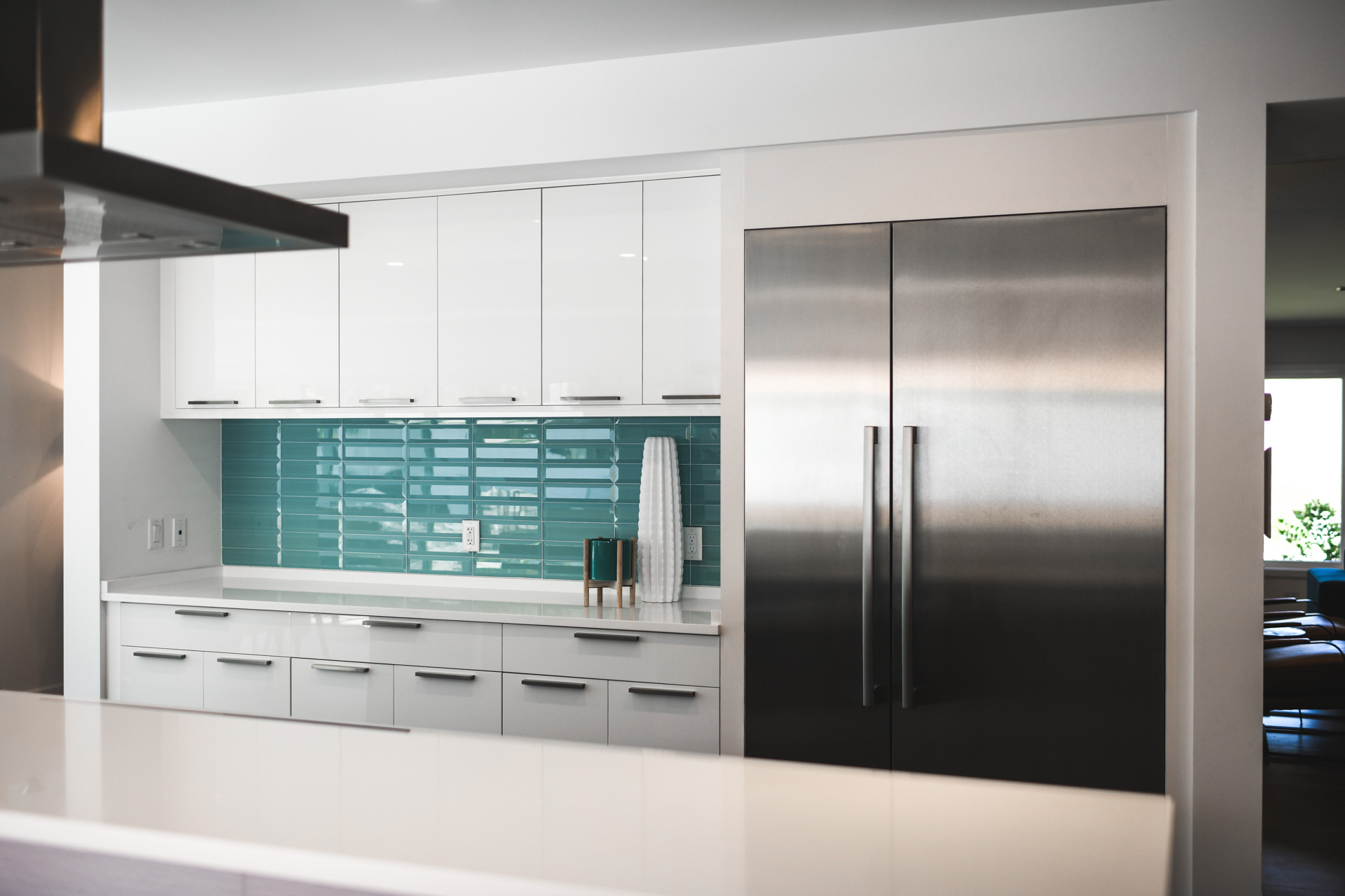 Large Refrigerator and Freezer With Kitchen Counter Space