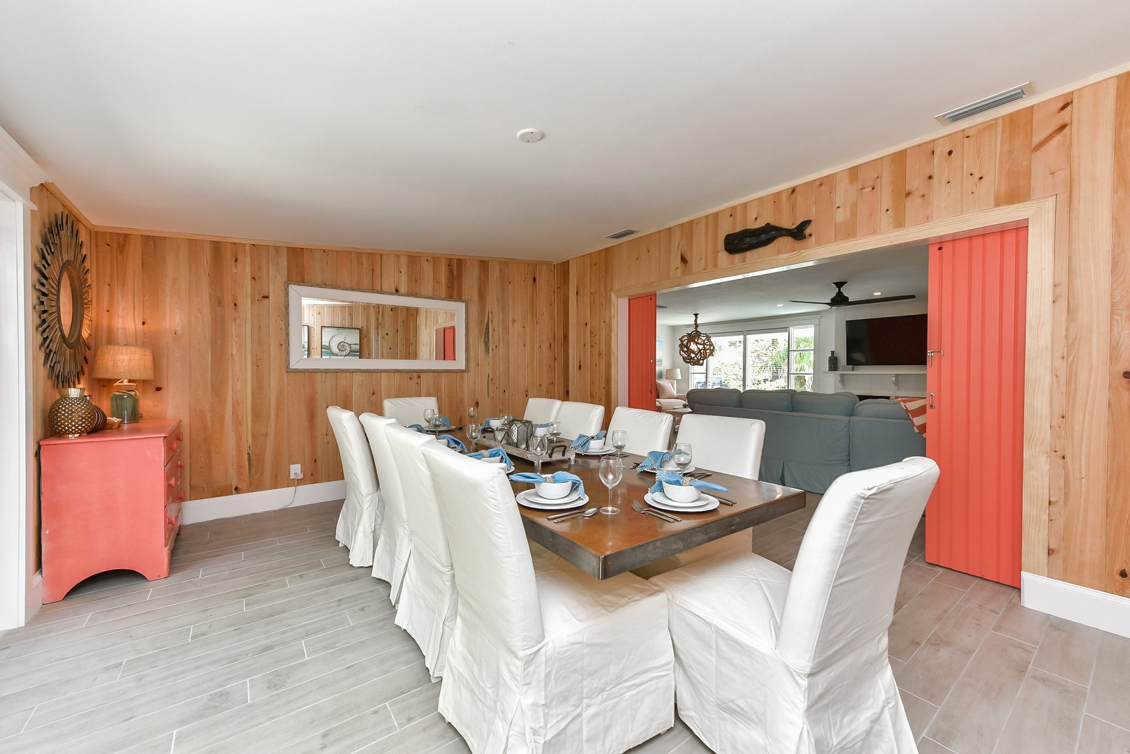 Example Photo - Dining Room - Seating for 8