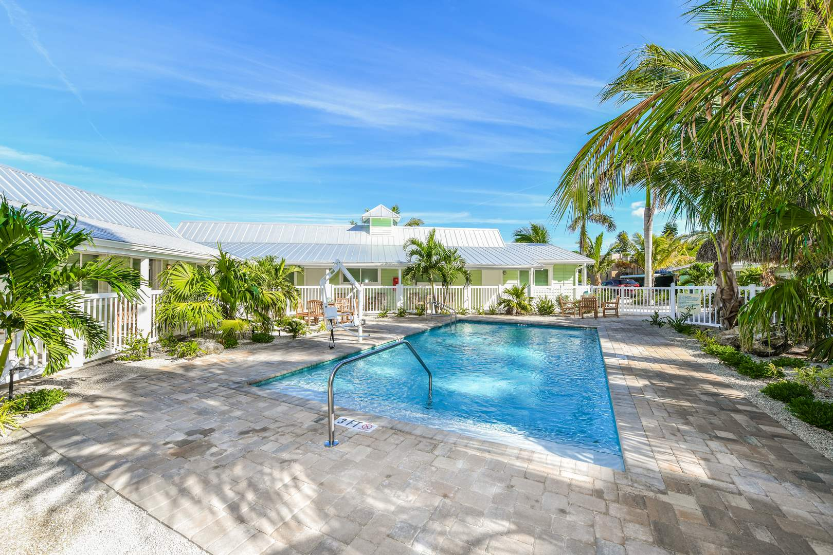 Pool - Located in the 30s Area - 1 block to the beach