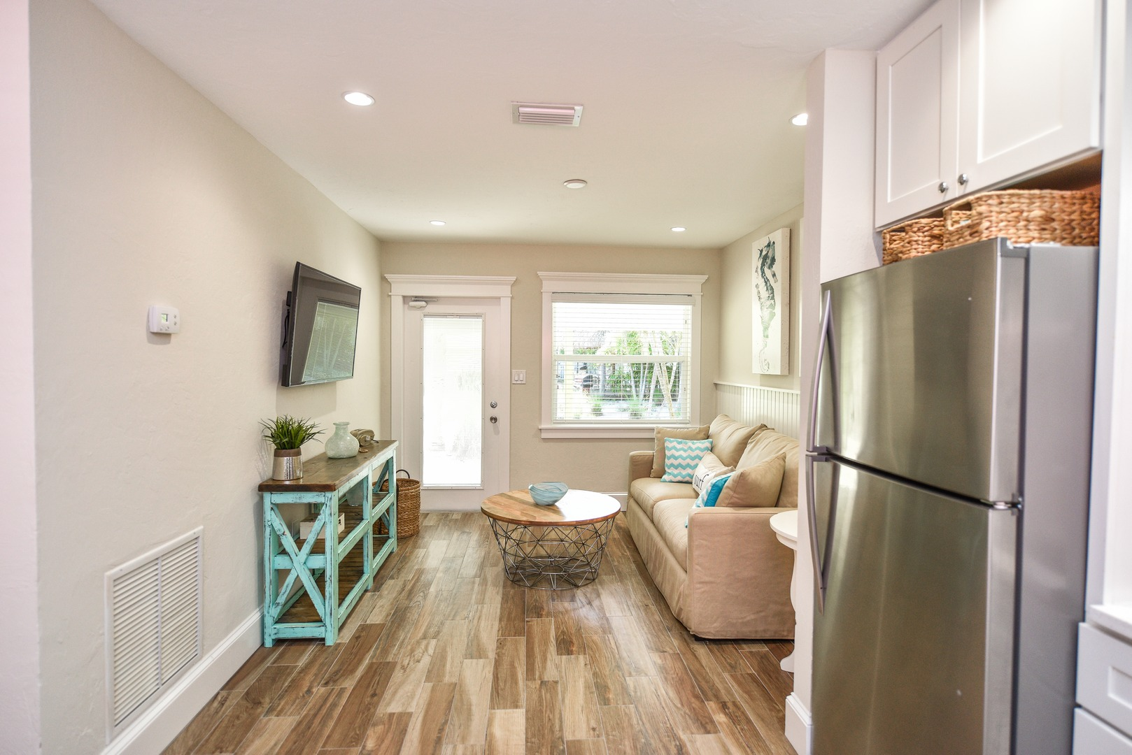 Open Floor Plan - Cook while you Watch TV