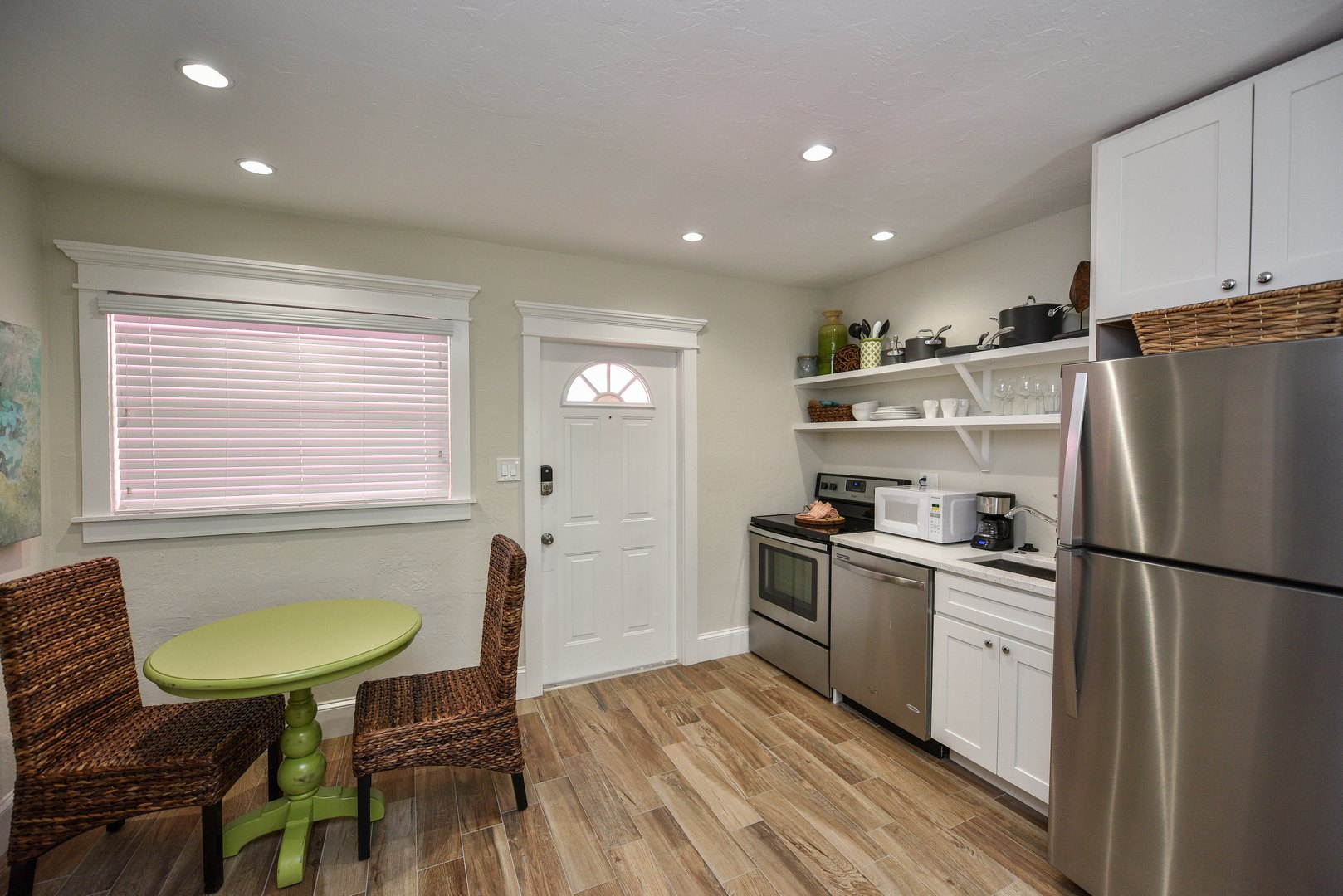 Eat In Kitchen Area with a Full Kitchen for Your Stay