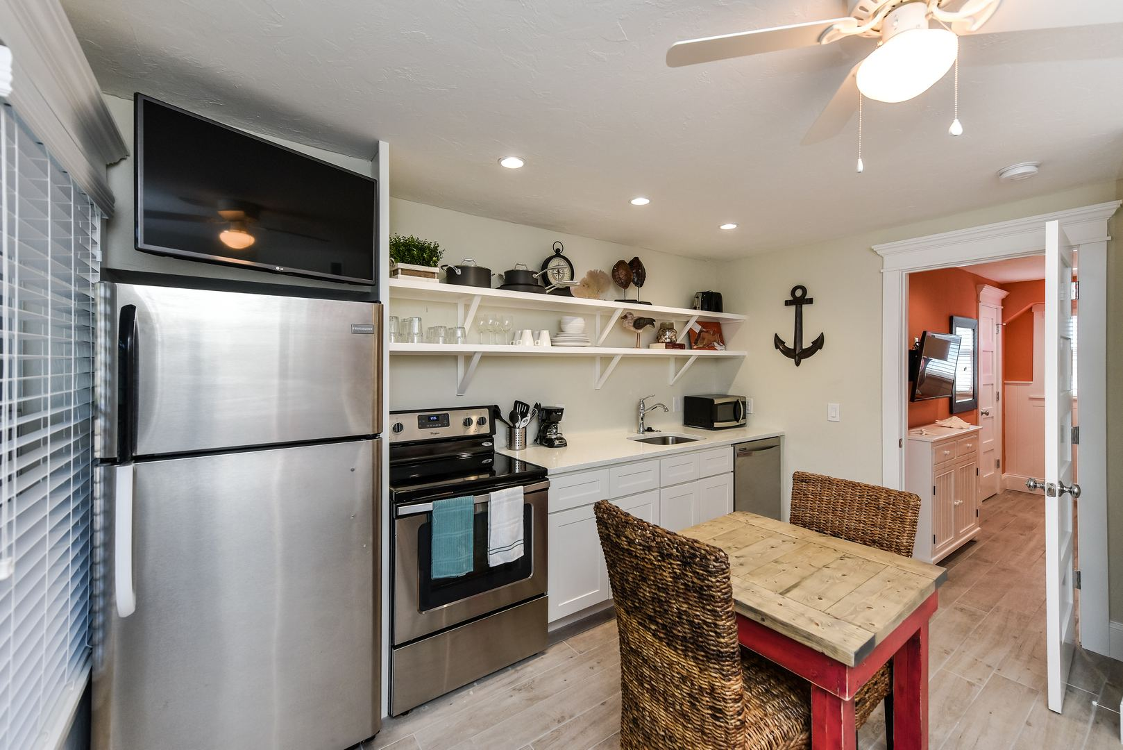 Full Kitchen with Everything you Need - Feel at Home