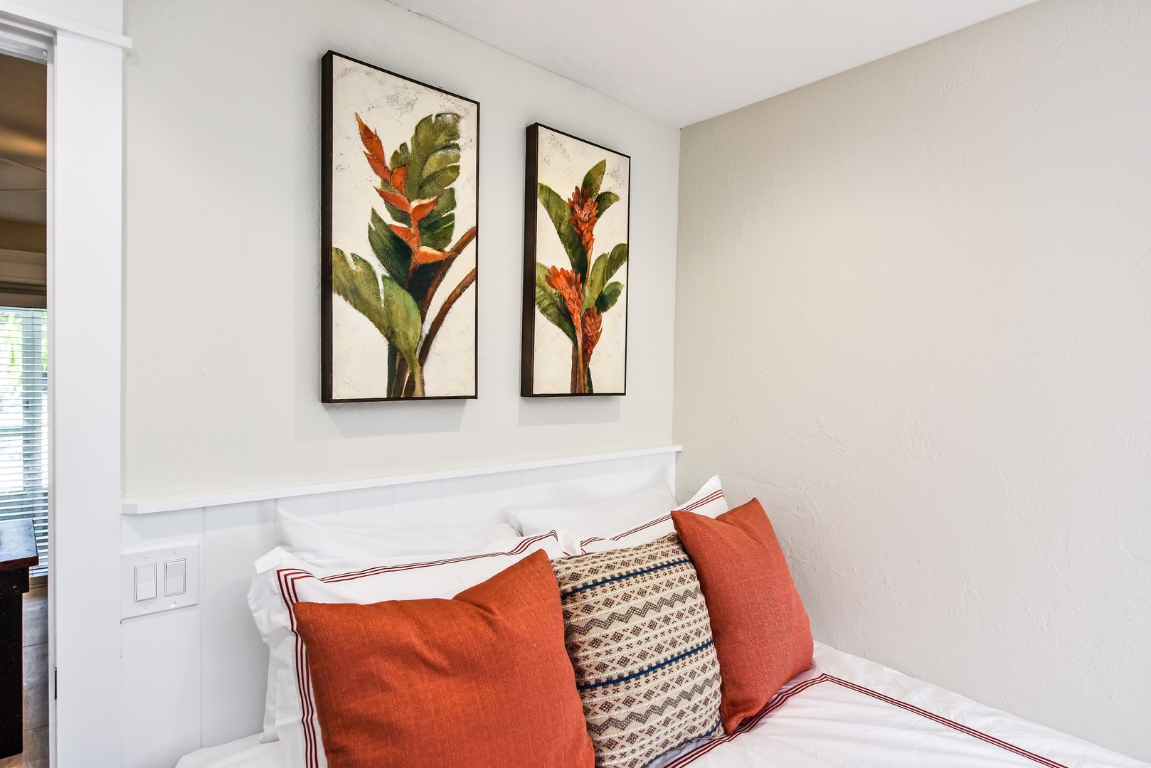 Great Decor and Comfortable Linens and Mattress
