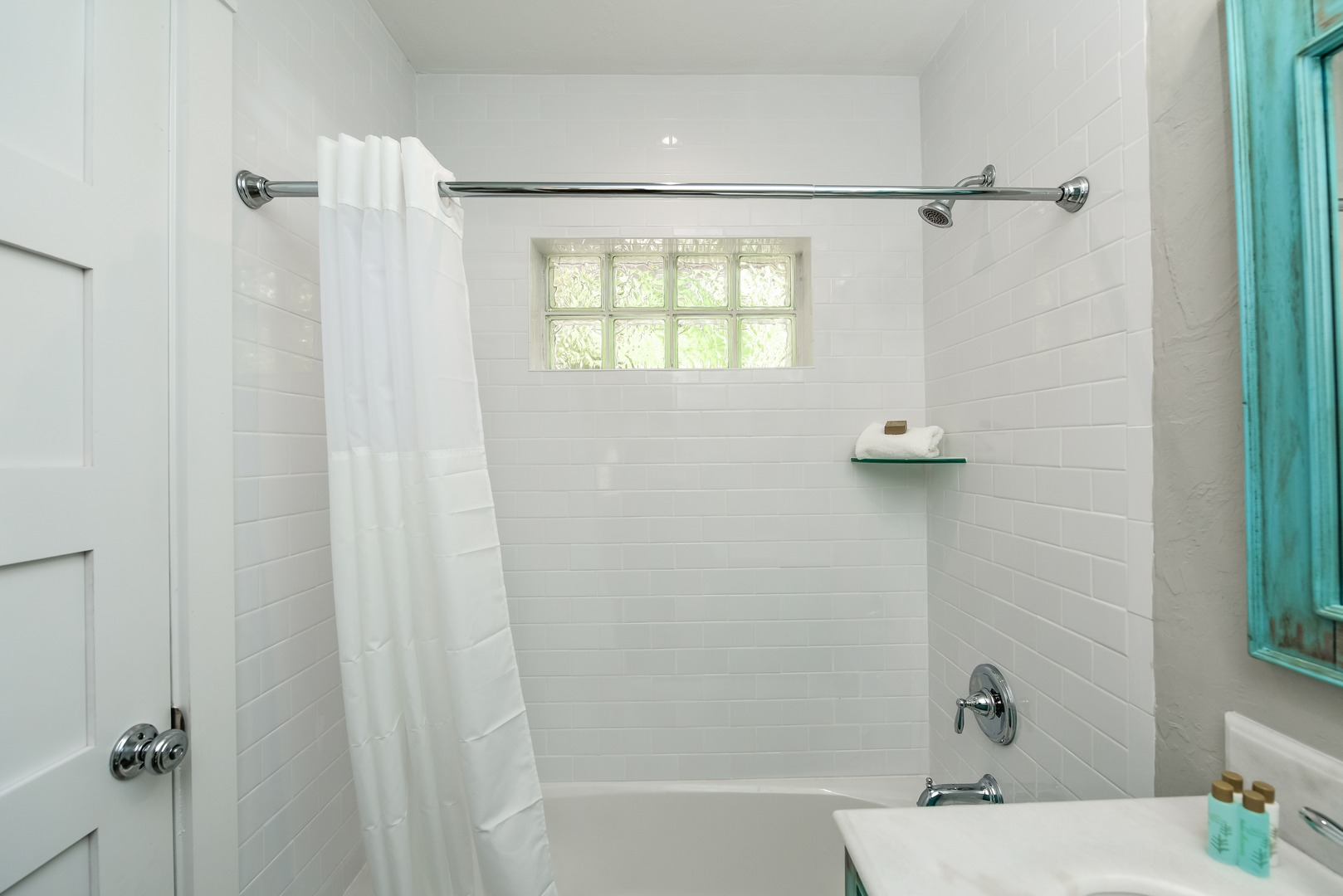 Bathroom with Shower and Tub Comboi