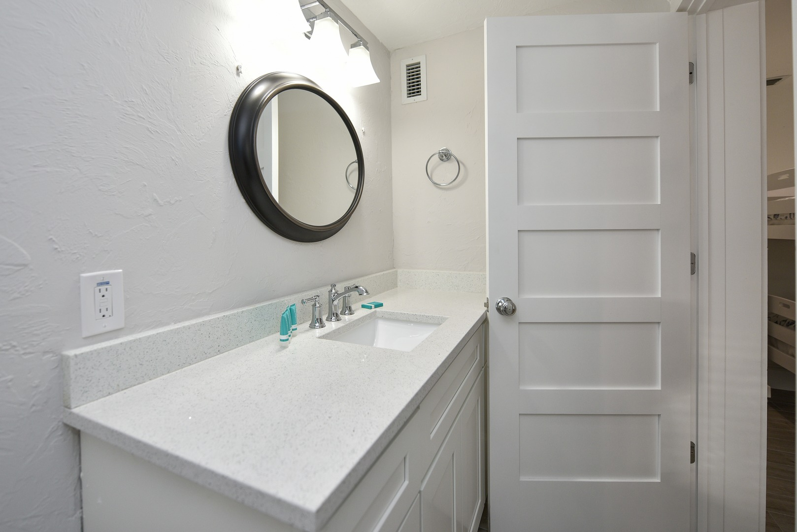 Large counter tops in bathroom