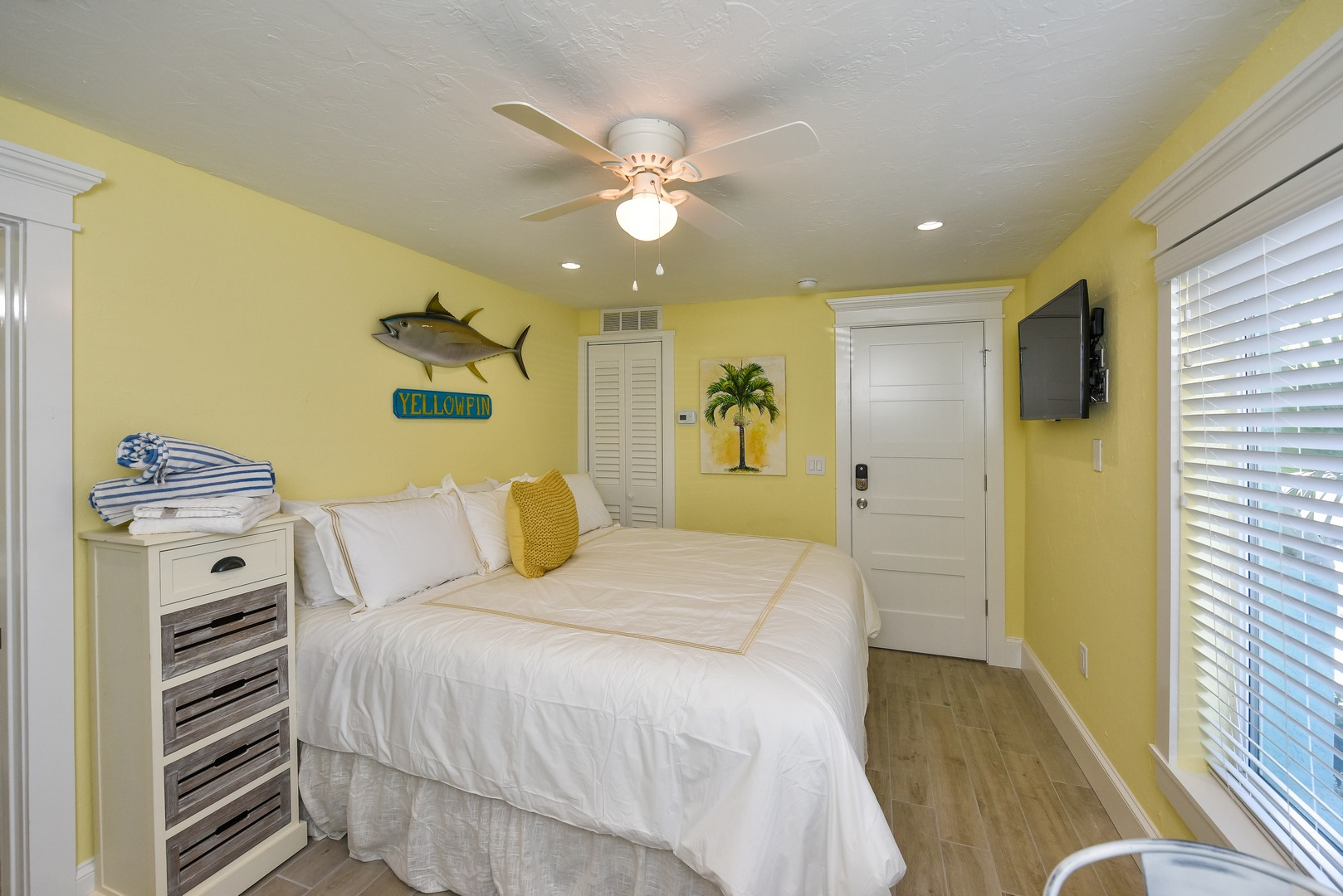 Studio Bungalow - King Bed - Kitchenette