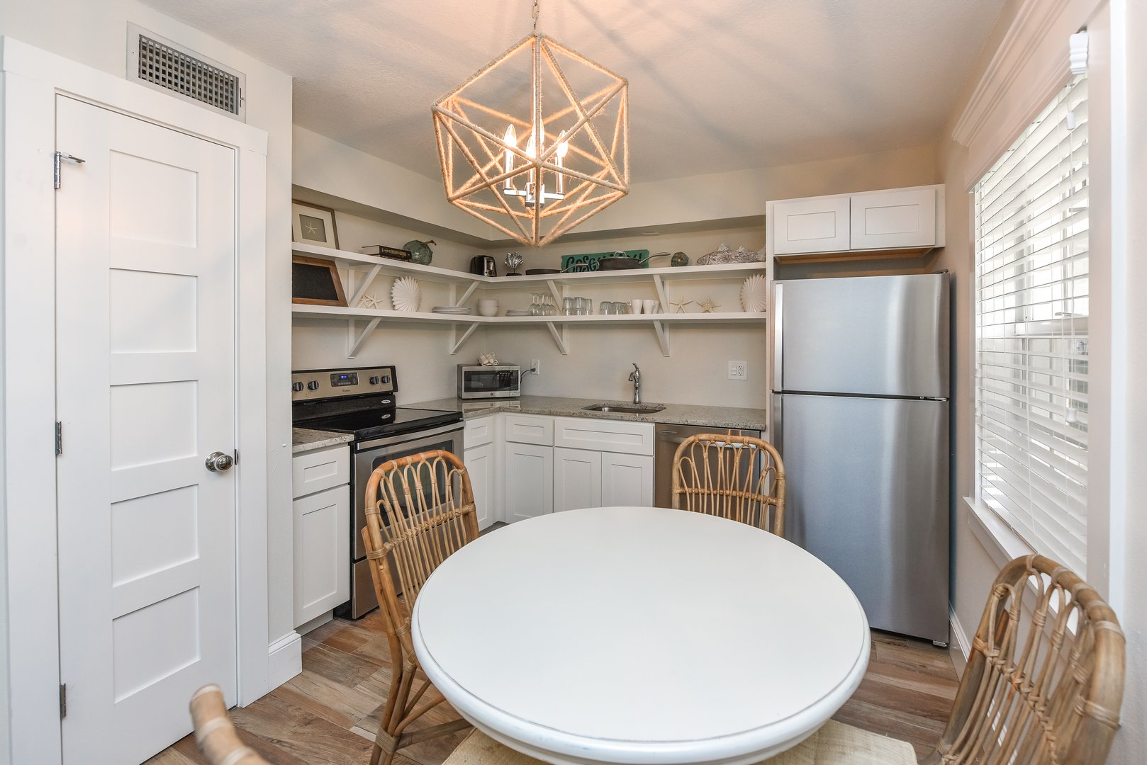 Eat In Kitchen Space for 4