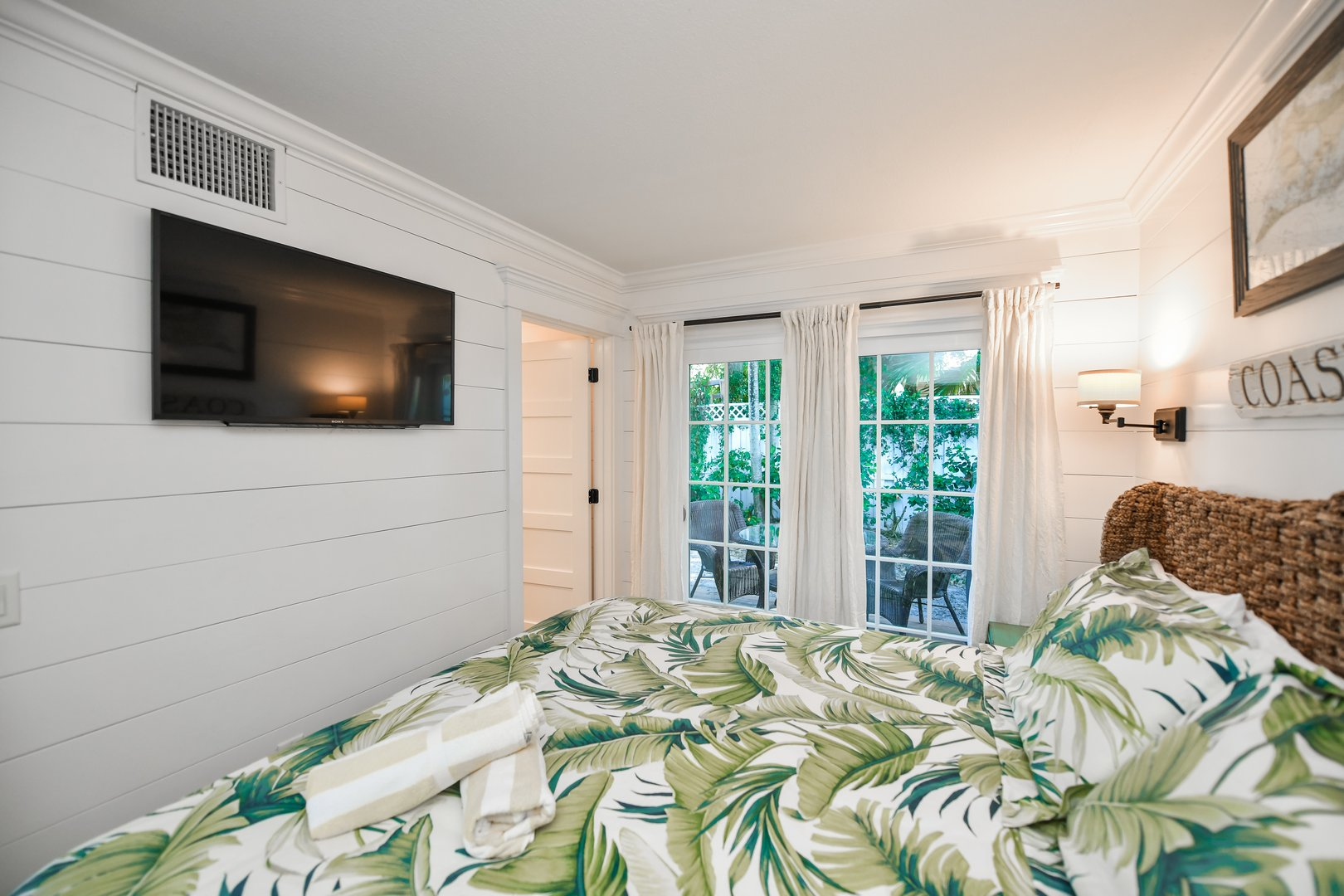 Master Bedroom, Private Bath, HDTV, Courtyard Views