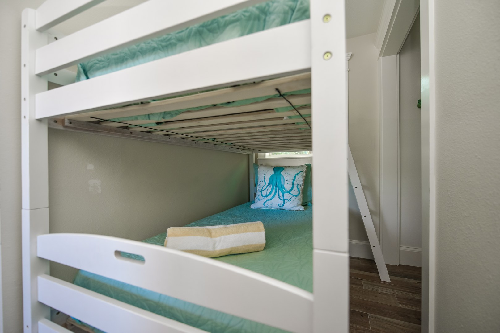 Bunk Beds - Your kids will love them - Room Sleeps 6