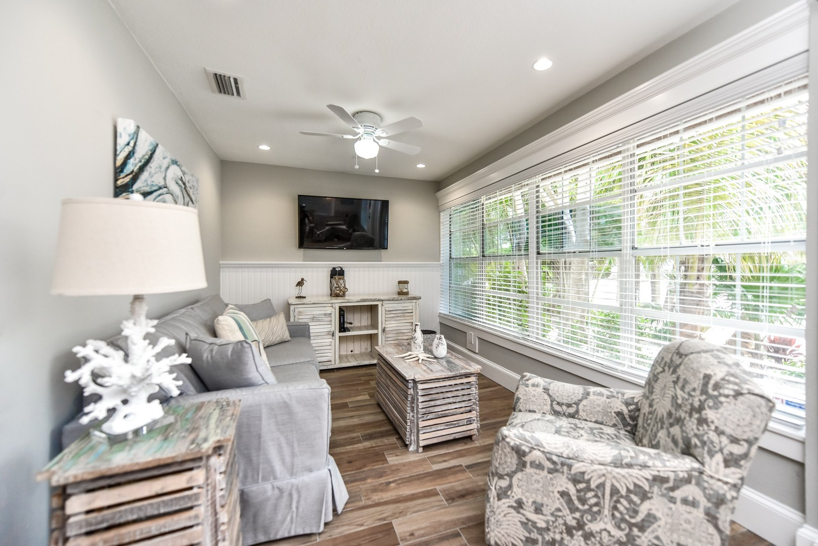 Large HDTV and Fabulous Furniture and Décor
