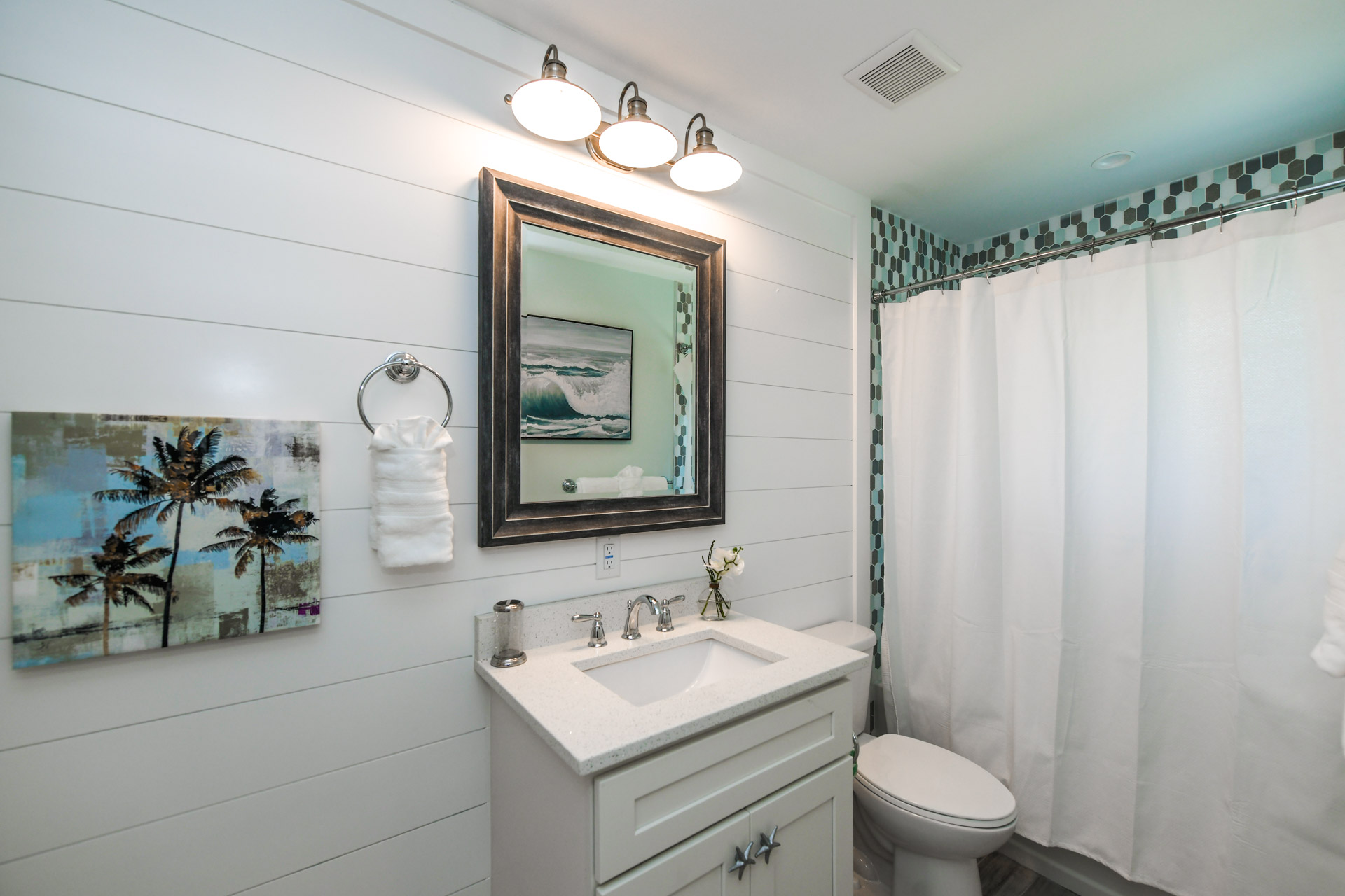 Bathroom 2- Vanity with Shower/Bathtub Combination