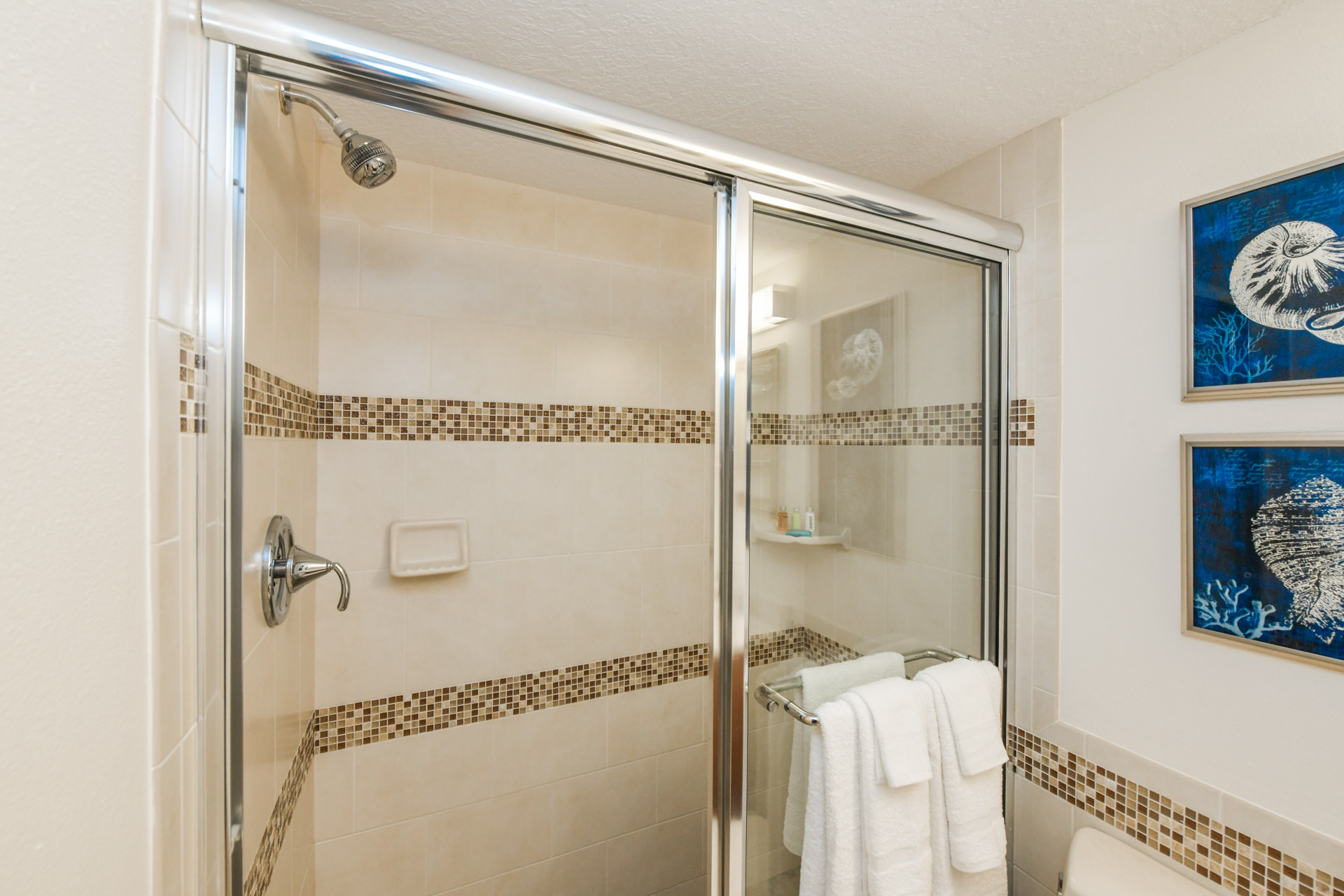 En suite bathroom with full size shower and tub
