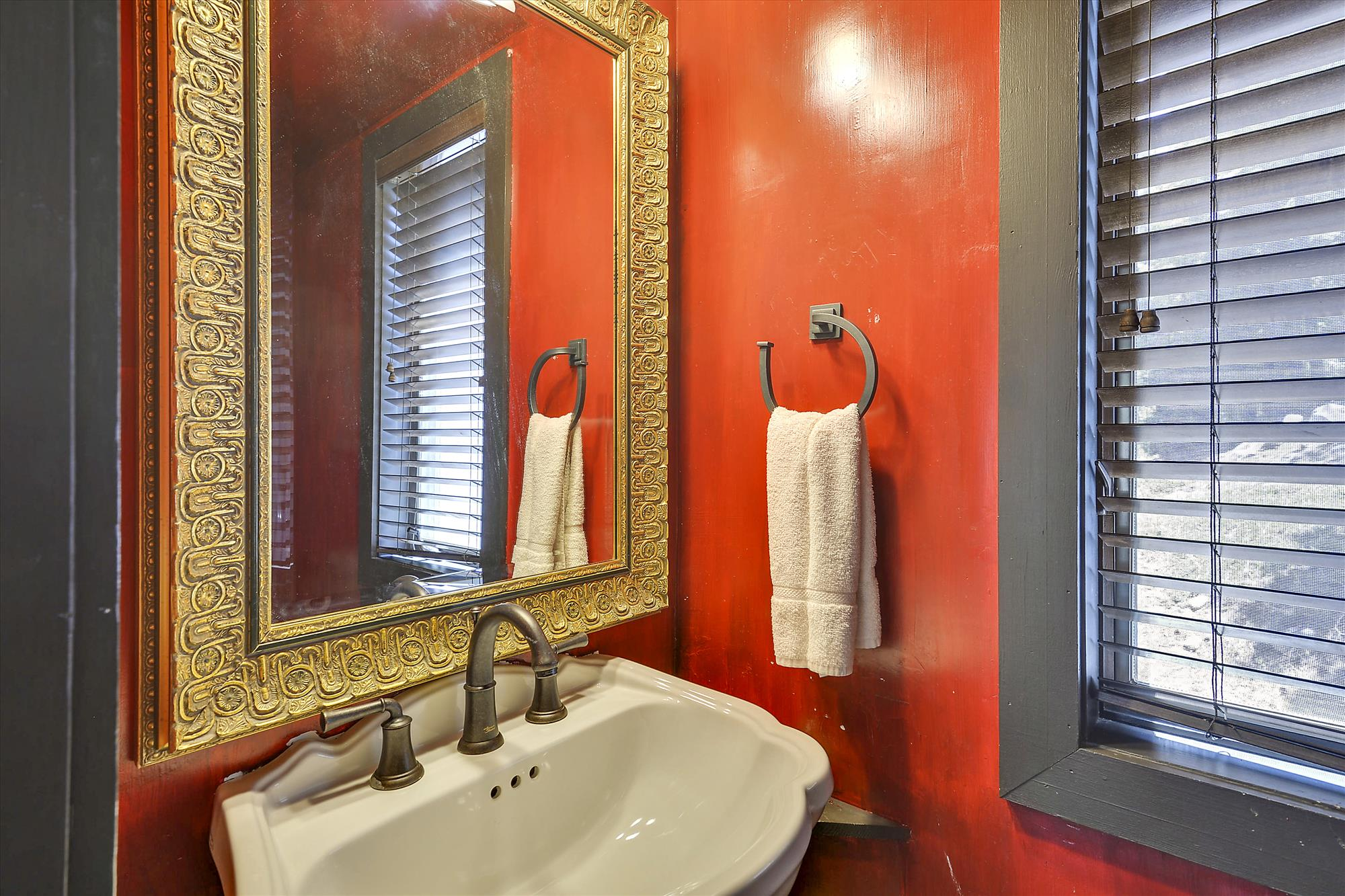 Main Level,Powder Room,