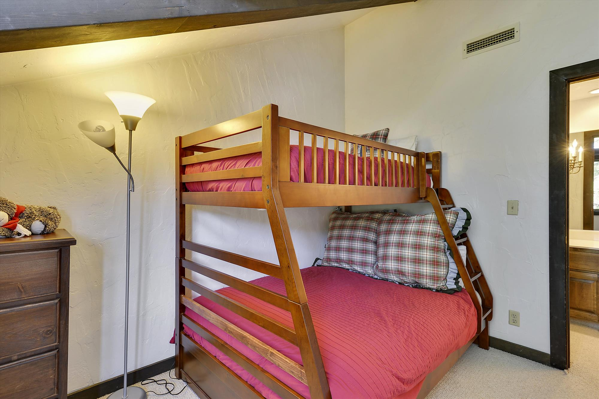 Upper Level,Bedroom,