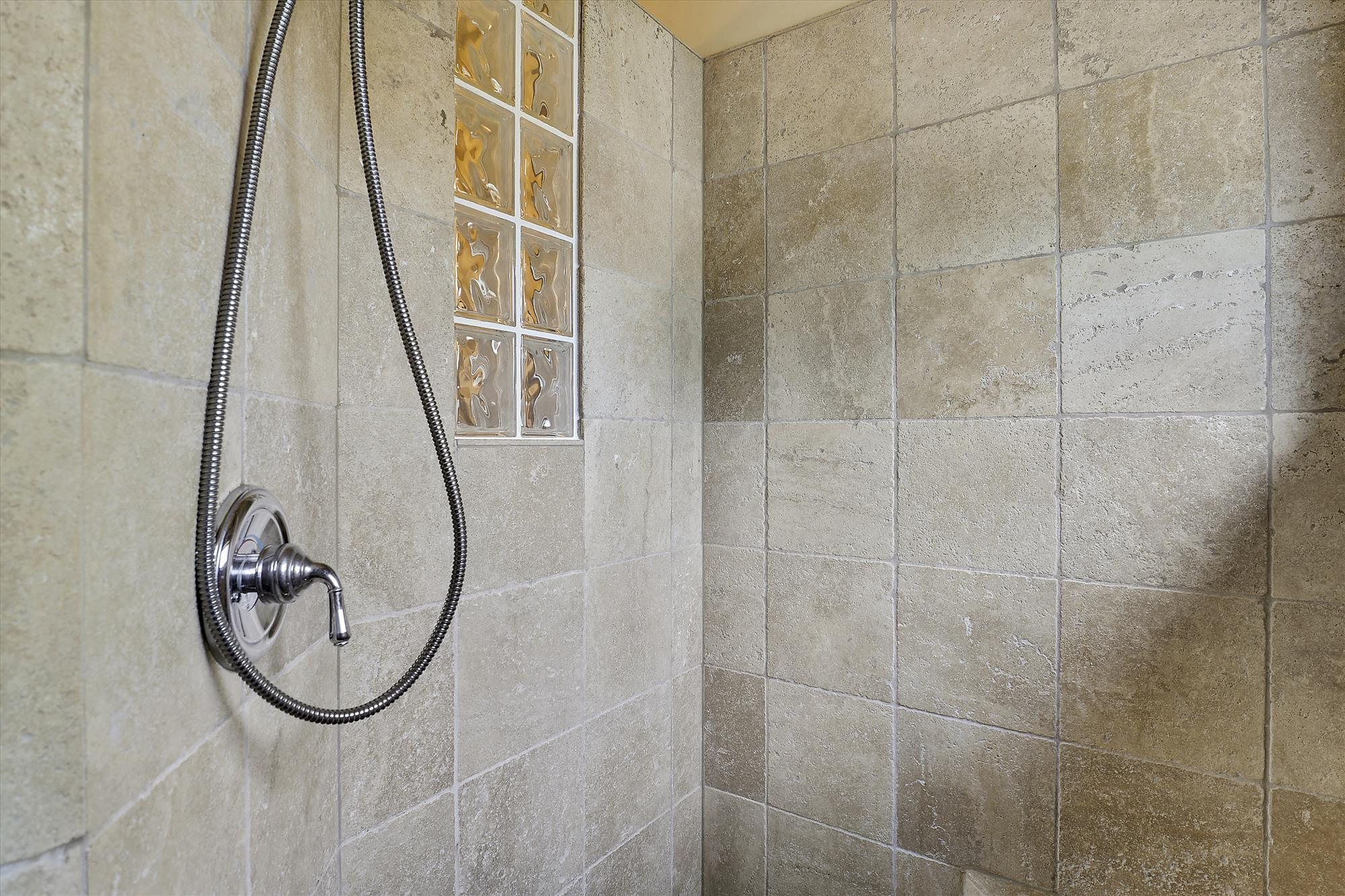 Upper Level,Shower,