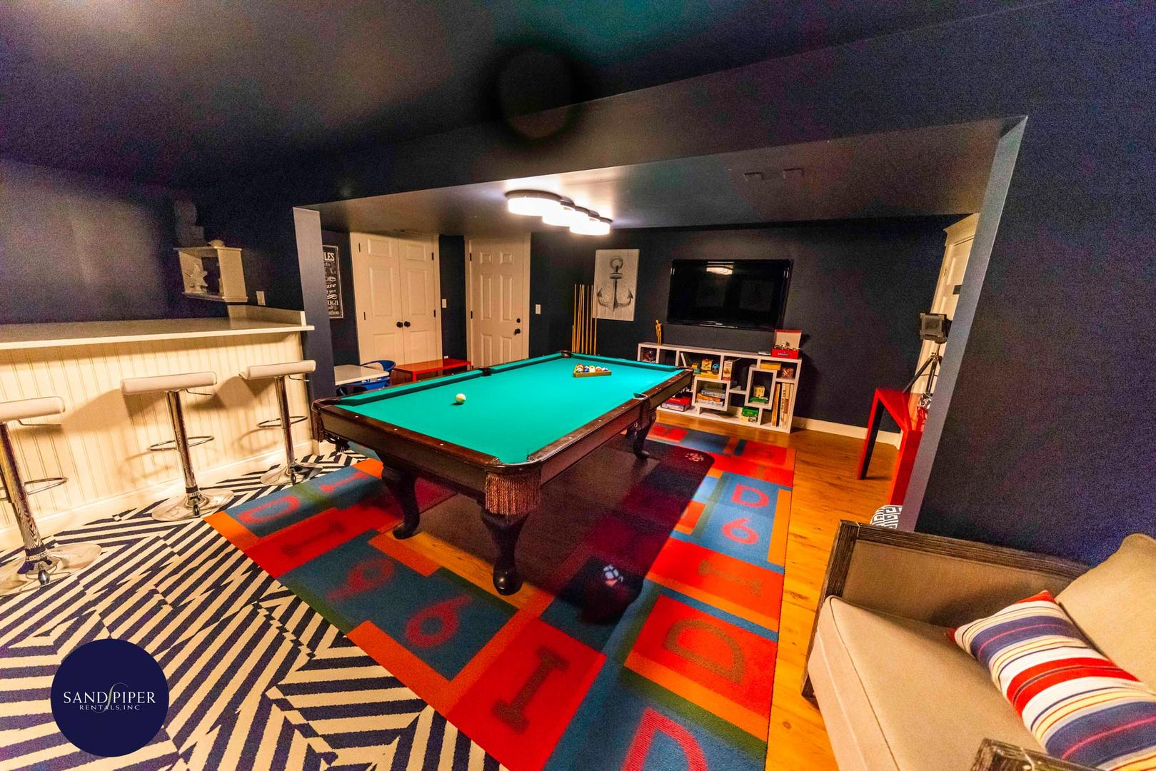 Lower Level w Pool Table