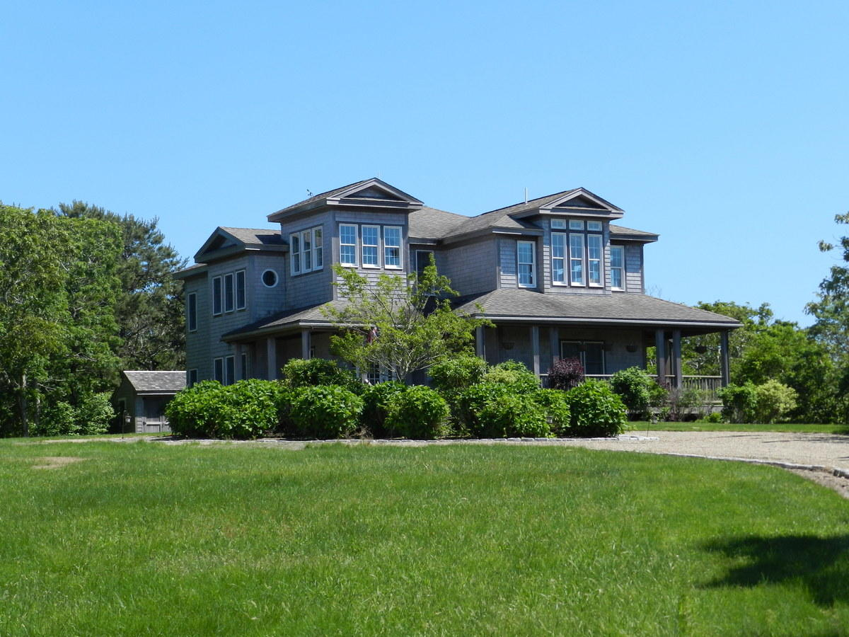 Marthas Vineyard 5 bedroom vacation home perfect for your family or group