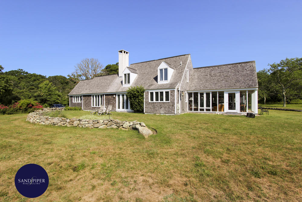 Very private home with 3 bedrooms in Marthas Vineyard that is close to the beach