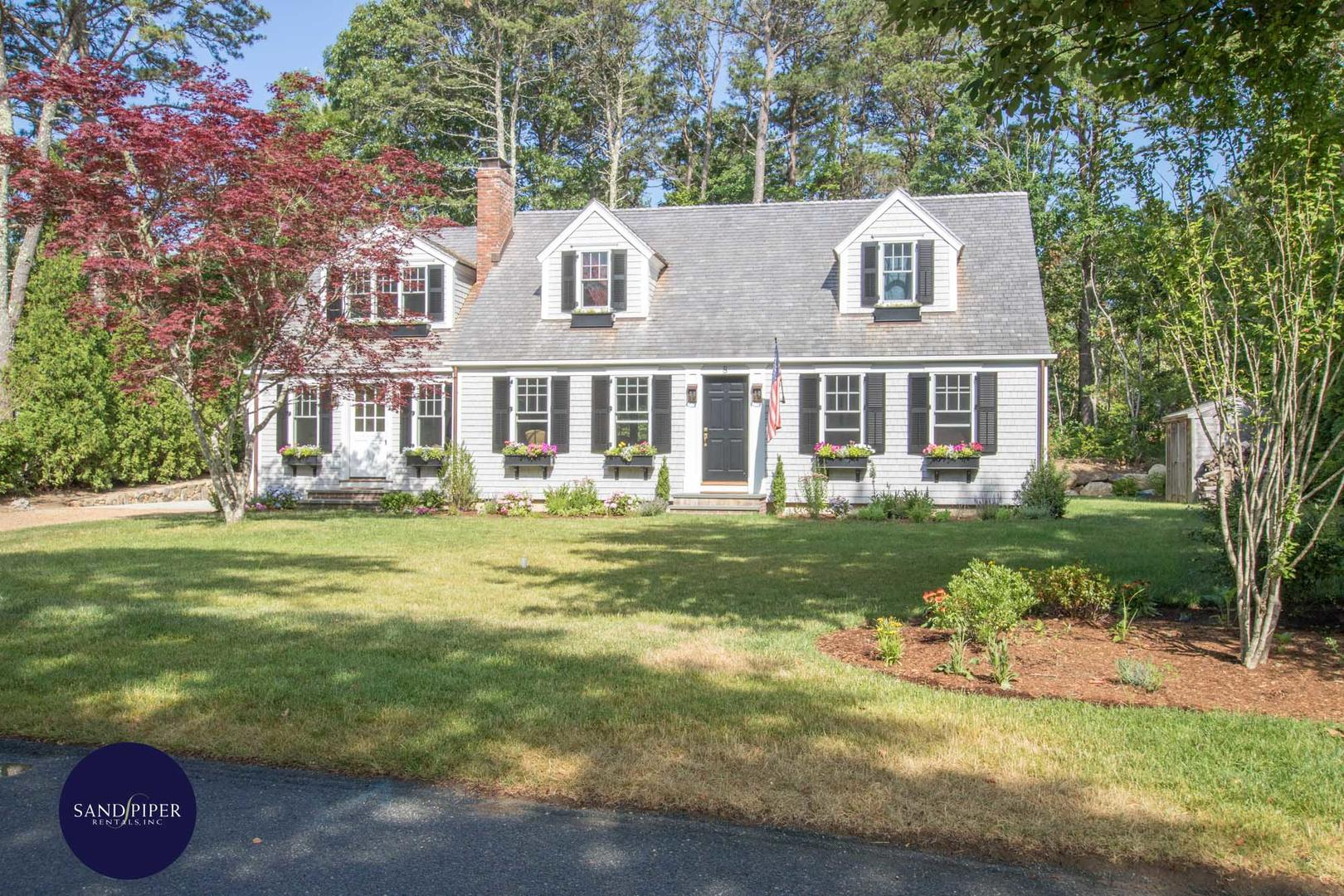 Oaks Bluffs 4 bedroom vacation rental close to the beach in Marthas Vineyard