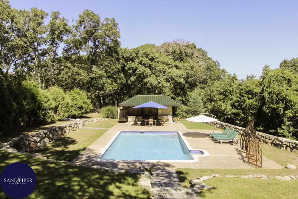 4 bedroom Vacation Home with large yard and pool in Marthas Vineyard