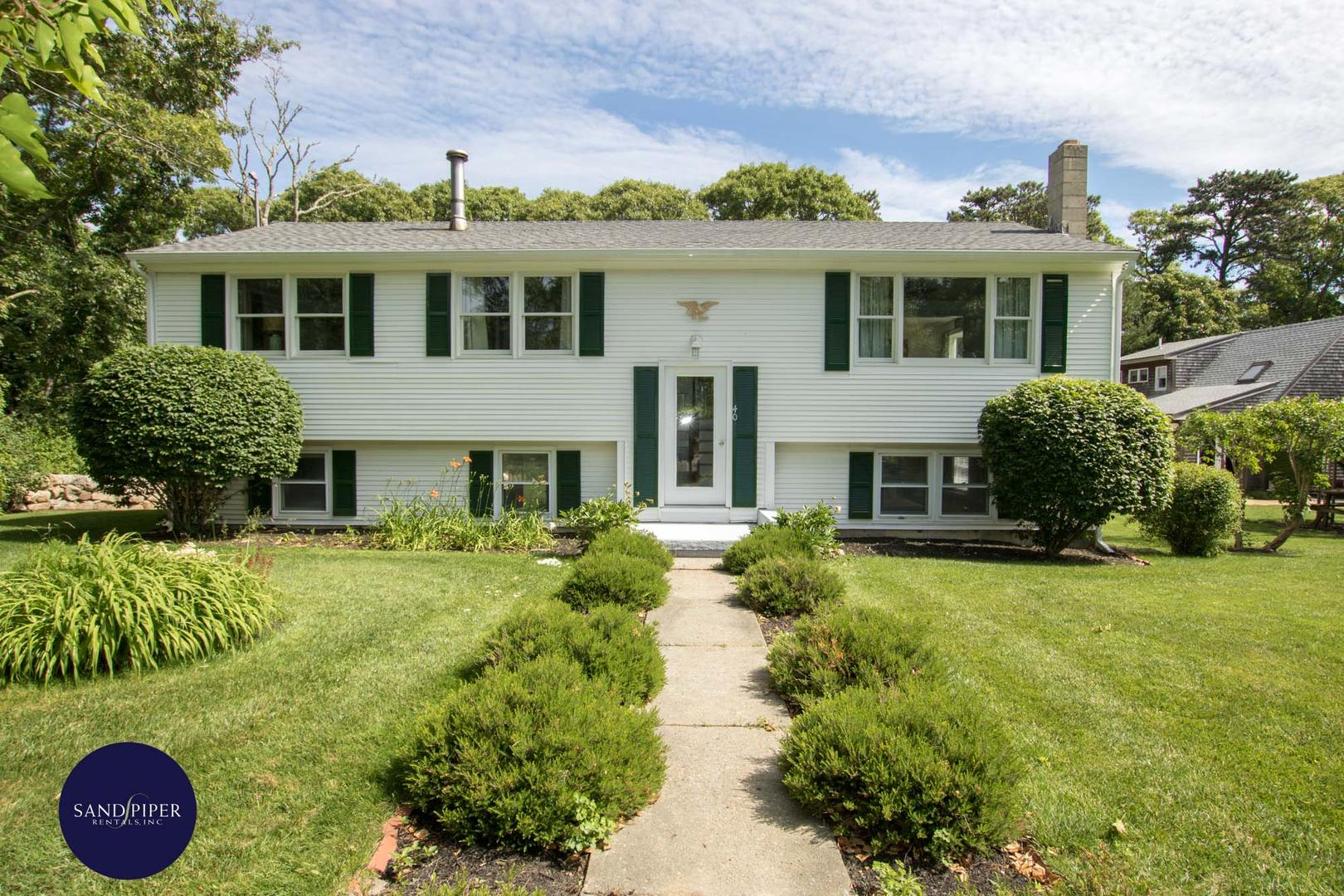 Marthas Vineyard 4 bedroom vacation home in Vineyard Haven close to the beach