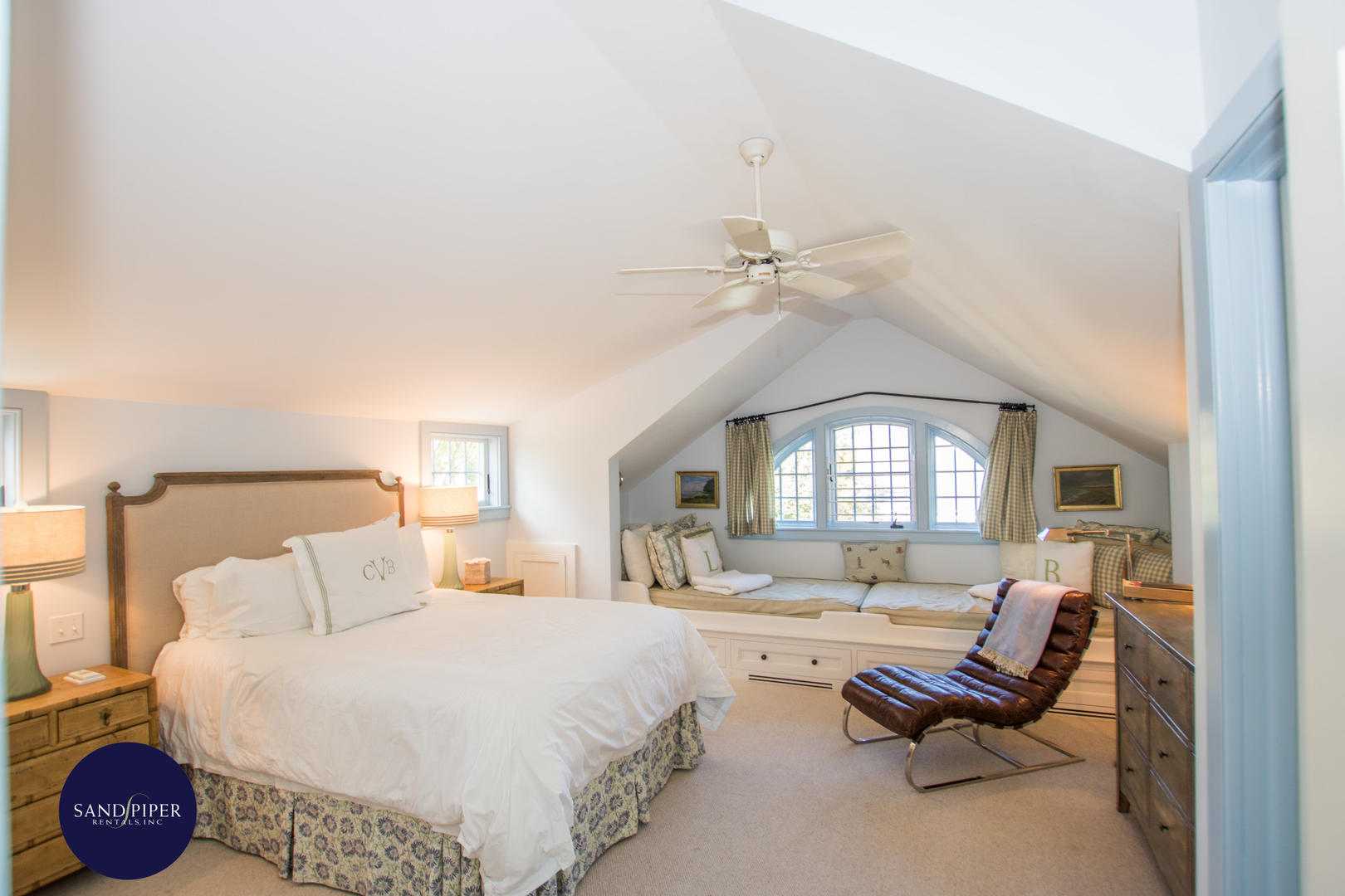 Bedroom 4 with Queen Bed, Ensuite Bath with Tub Shower Combination, Third Floor