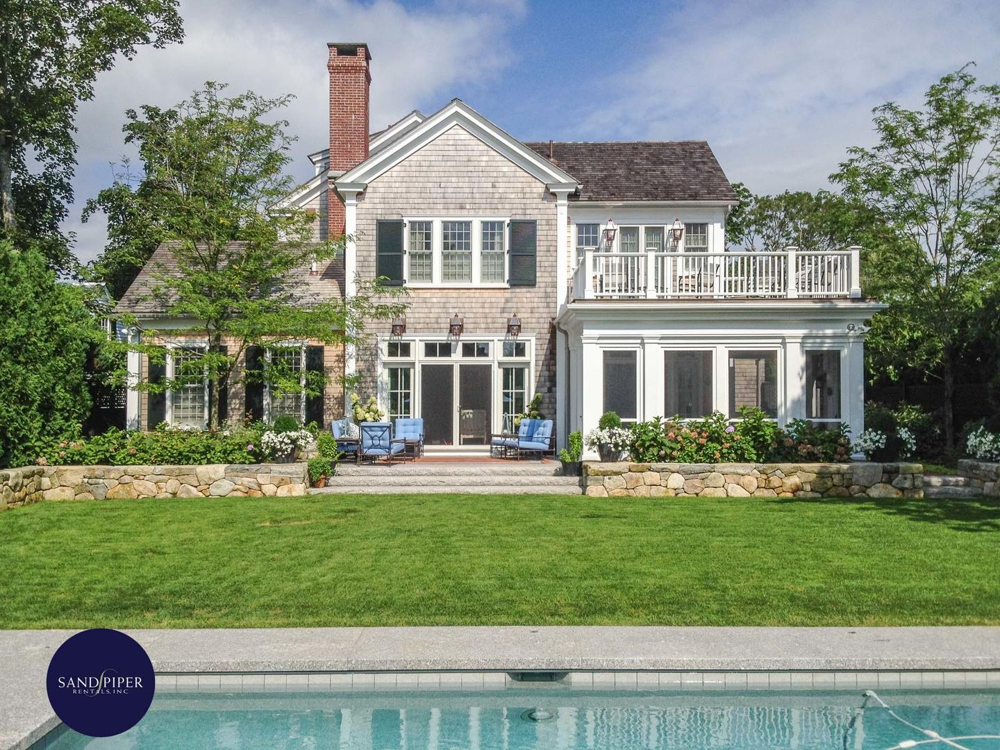 Marthas Vineyard luxury 6 bedroom vacation home with pool and in downtown Edgartown