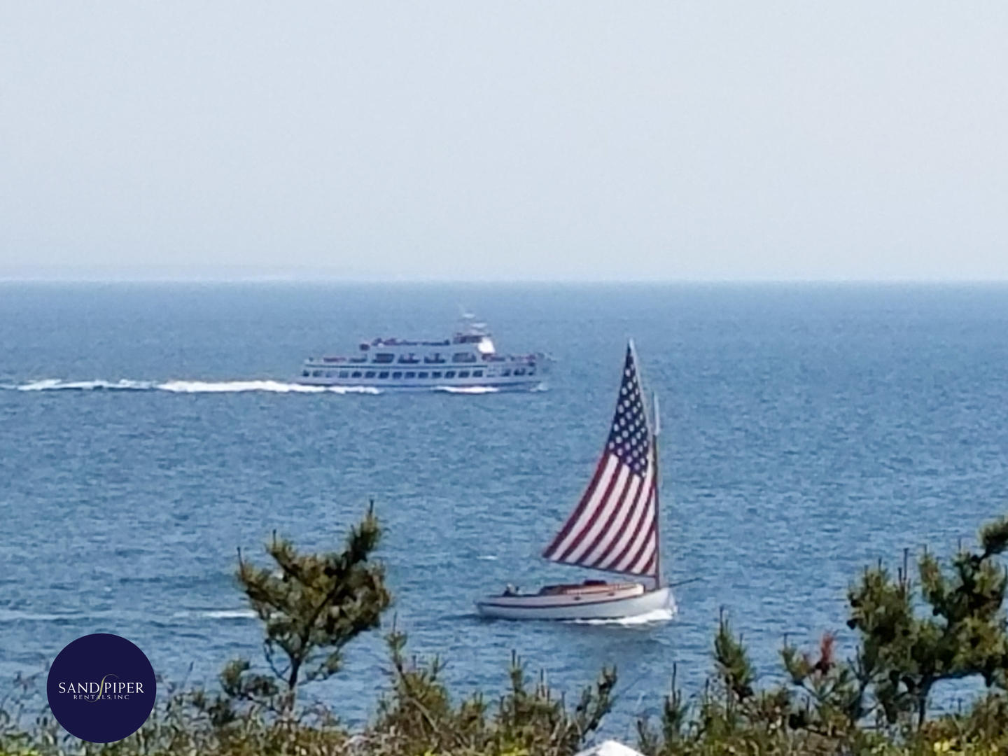 Oceanfront Vacation Home in Marthas Vineyard with 4 bedrooms that sleeps 10 in Oak Bluffs