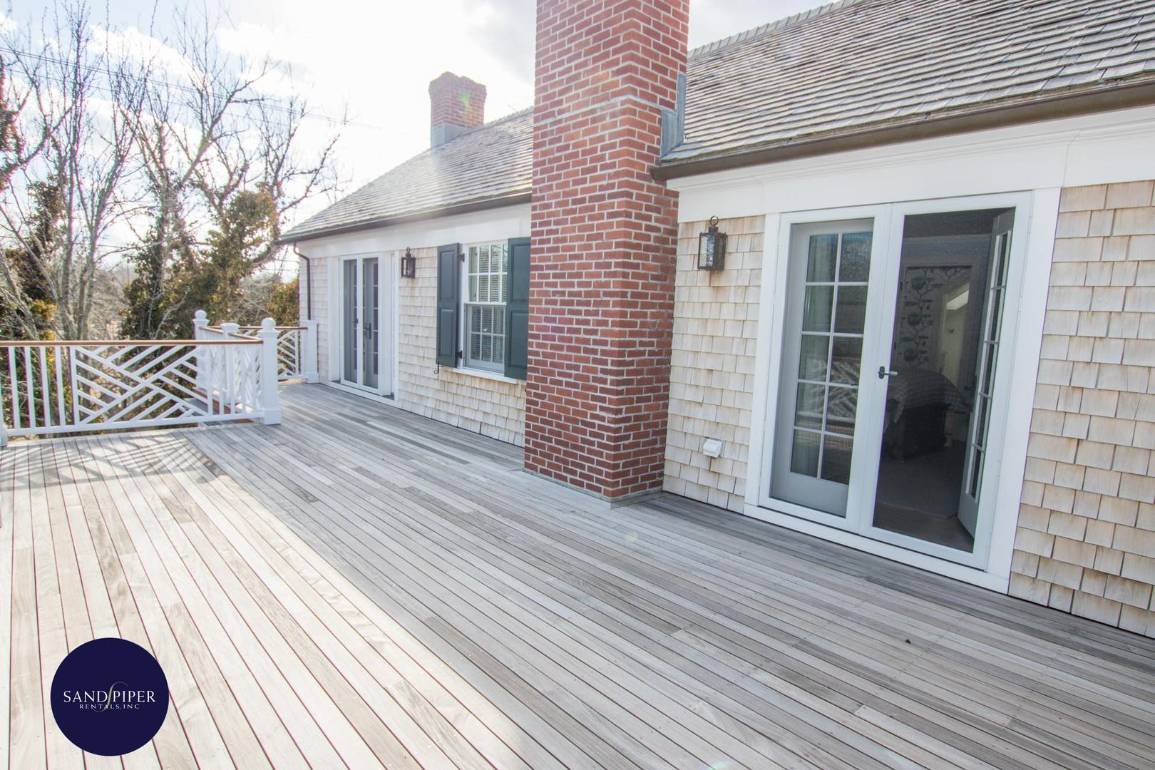 Deck off of BR1 and BR3