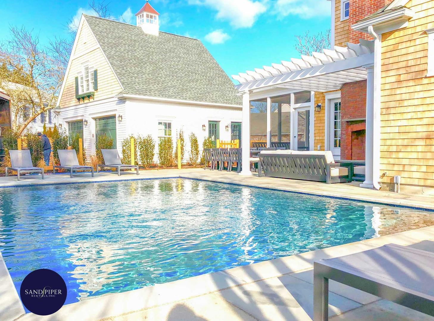 Perfect home for groups going to Marthas Vineyard 5 bedrooms sleeps 14 with pool