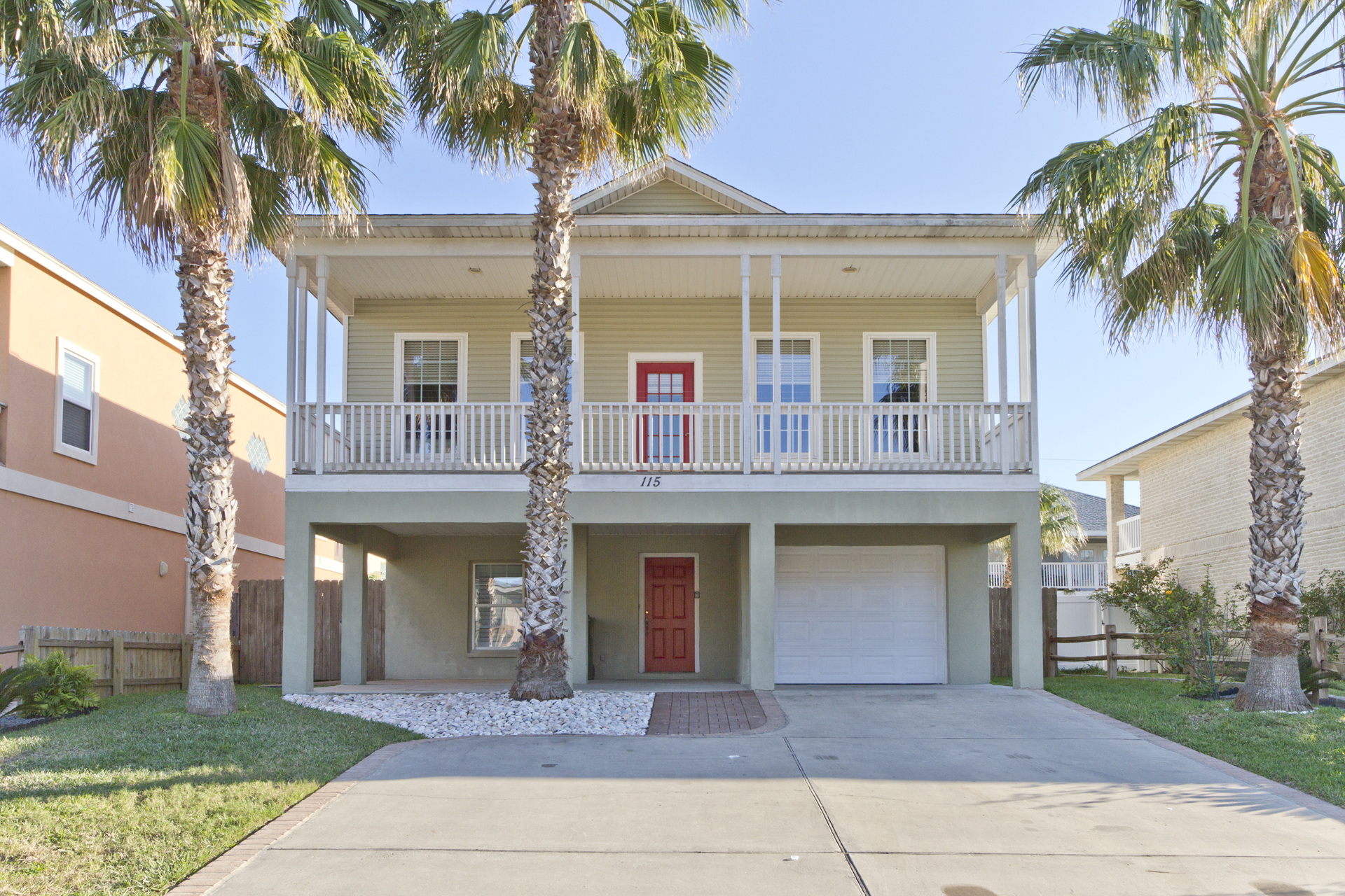 SPI vacation home 1/2 block to the beach with pool and 4 bedrooms sleeps 12