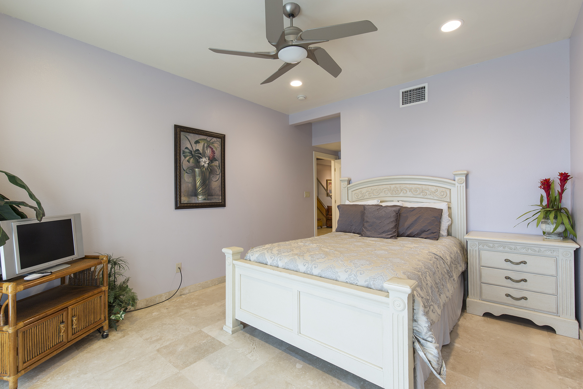2nd guest room on the ground floor with TV