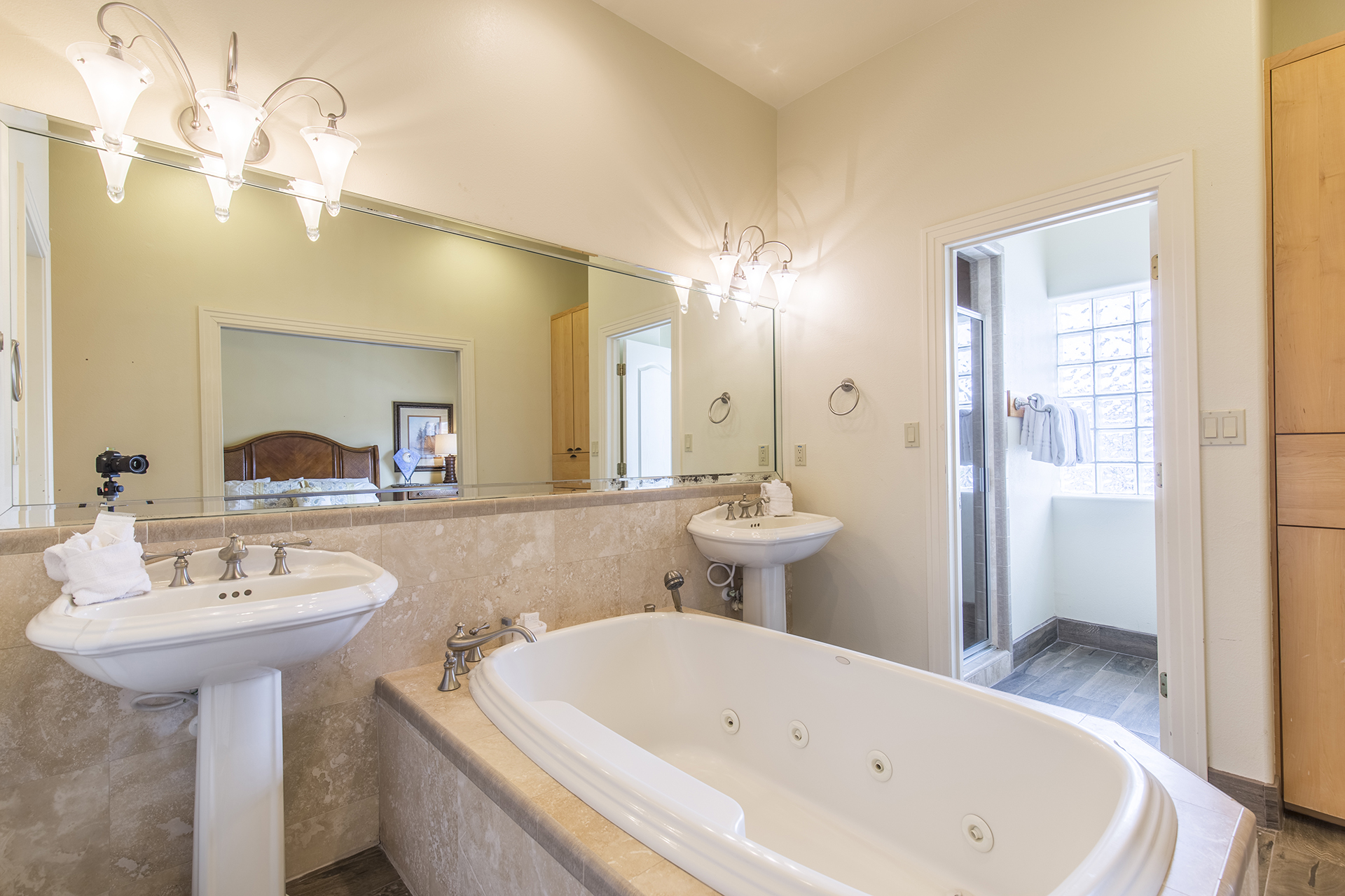 Master bath with large jetted tub and walk in shower.