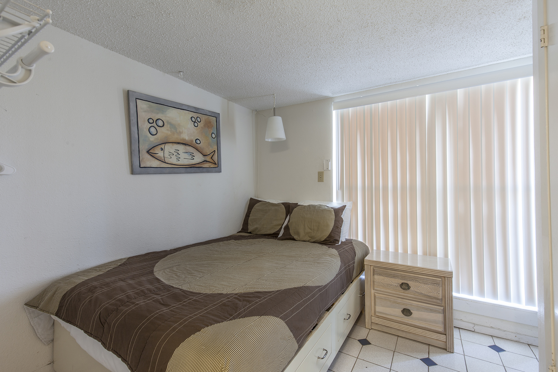 Bedroom 4 with full size bed.